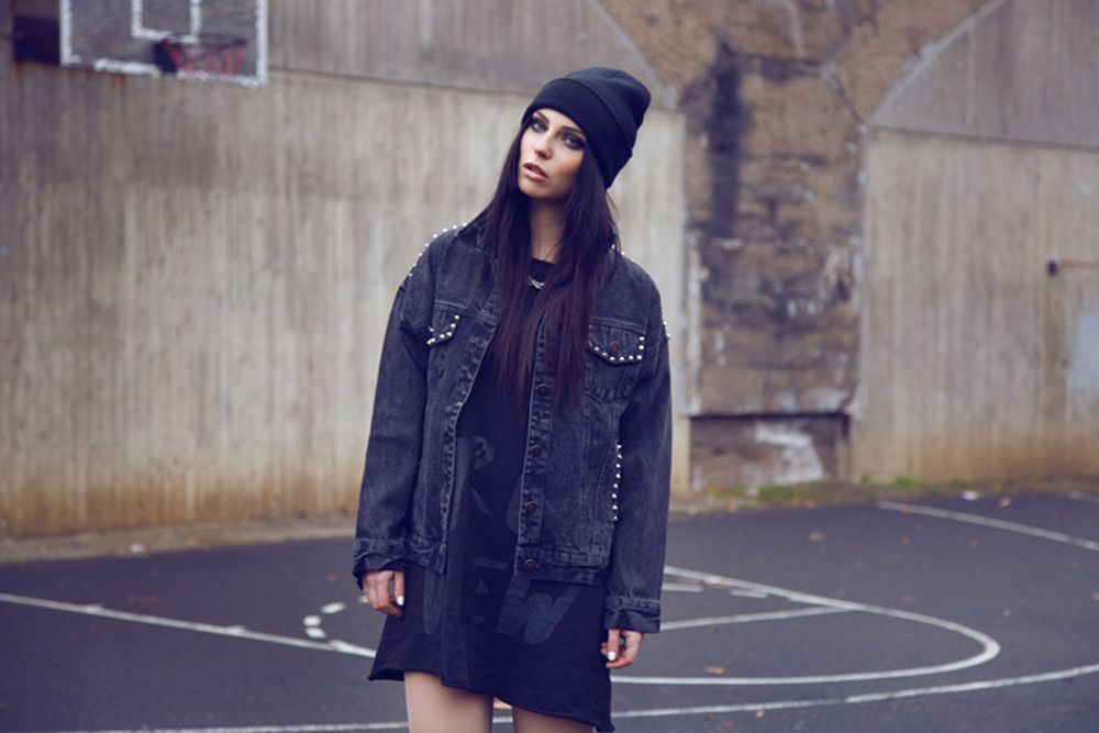 dome darko masha sedgwick leeres basketballfeld shooting detroit köln ehrenfeld overknees 5preview studded jeans jacket