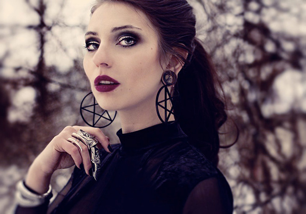 Profil Pentagram Earrings Jana van de Boldt Masha Sedgwick dark goth sexy gothic berlin fashion high