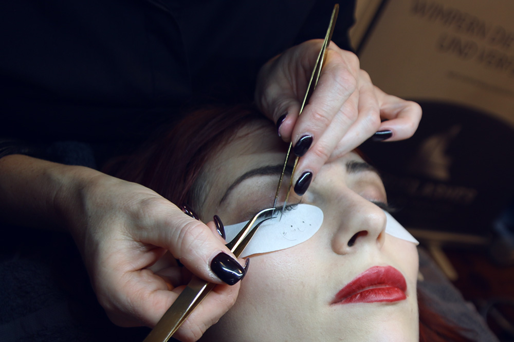 fake lashes eyelashes extensions Luxus Berlin costs experience before after