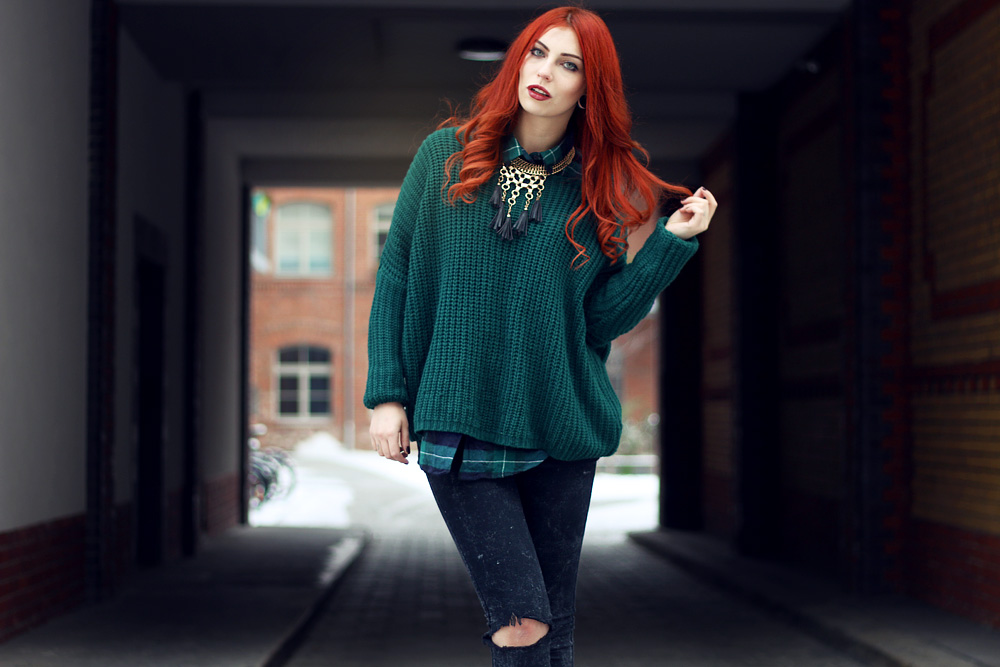 Masha Sedgwick red hair green Style Outfit fashion Blogger checked shirt winter street wear Jeffrey Campbell Monki grunge goth rock