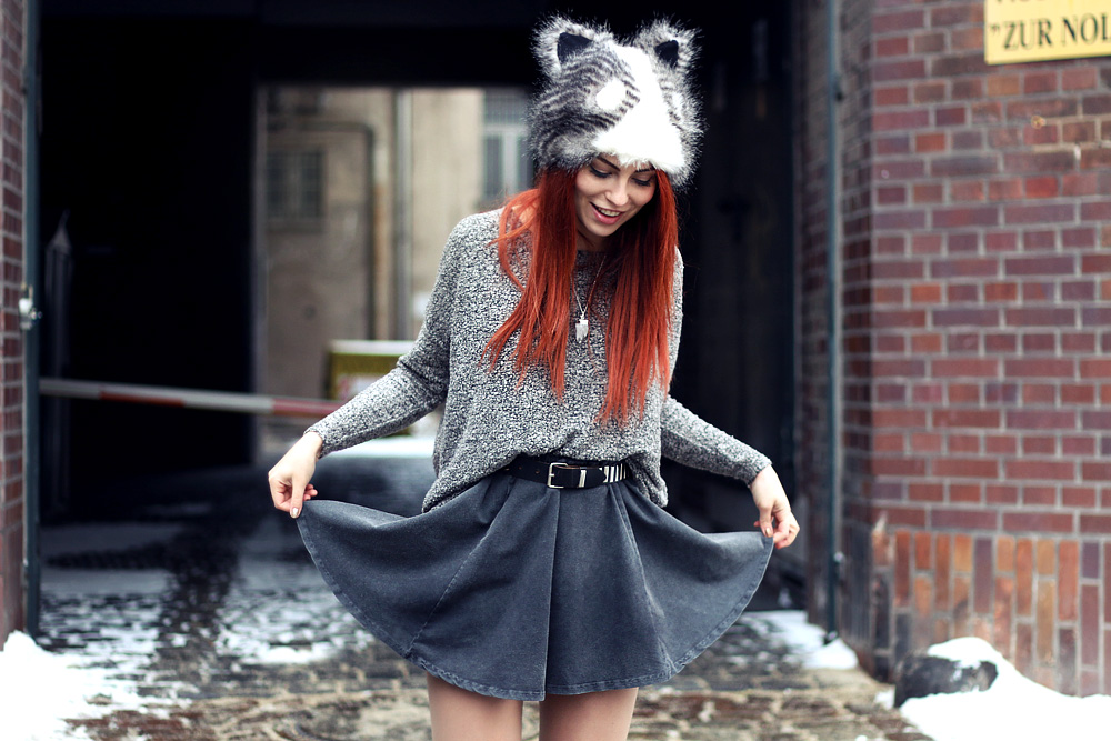 animal hat raccoon Masha Sedgwick funny River island Winter Berlin cold skirt Primark Outfit fashion grey cute Look boots
