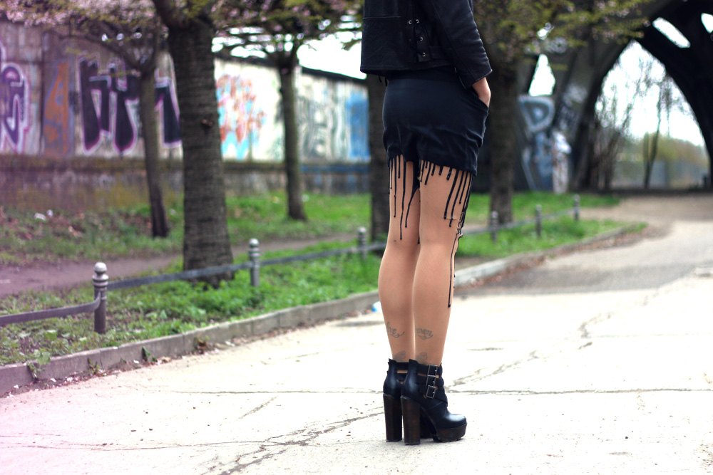 Masha sedgwick outfit style look fashion trend black spring 2014 5preview dress leather jacket vintage steve madden boots melting tights urb latex grunge blogger