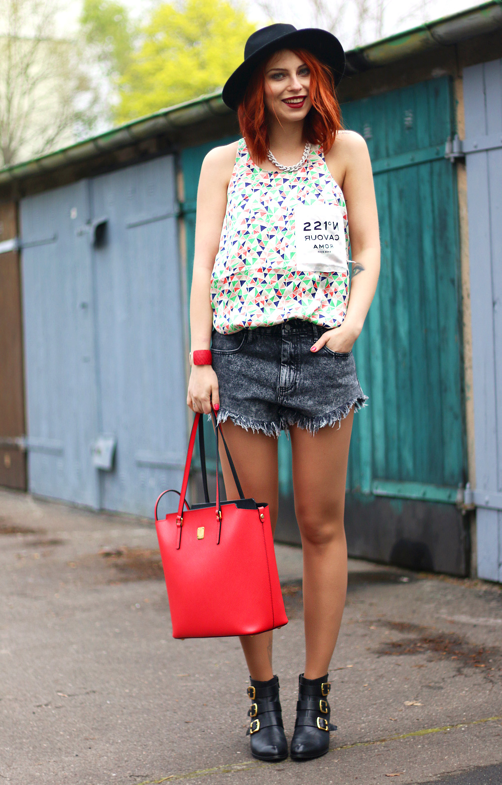 Outfit: die rote MCMOutfit: the red MCM | Fashion Blog from