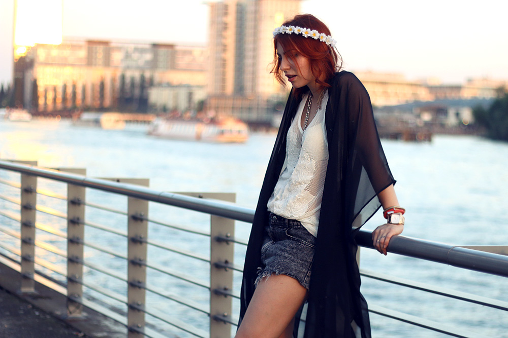 Masha Sedgwick hippie grunge festival outfit look 2014 summer boho fashion blogger streetstyle kimono mesh top white goth sommer mode eleven paris weekday
