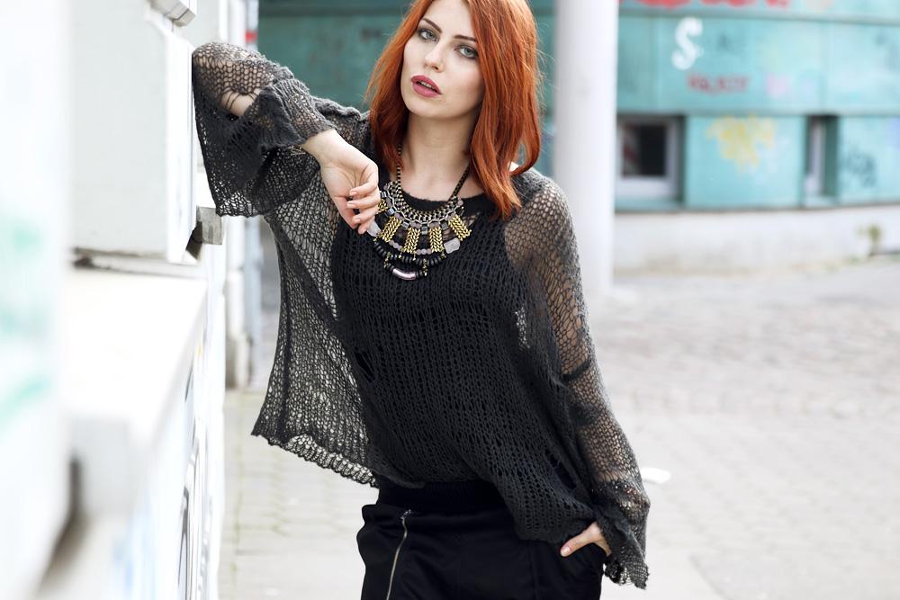 Masha Sedgwick outfit style wildfox distressed jumper sweater lost fashion blogger 2014 trend autumn jogging pants edel schick Michael Kors Hamilton statement kette necklace
