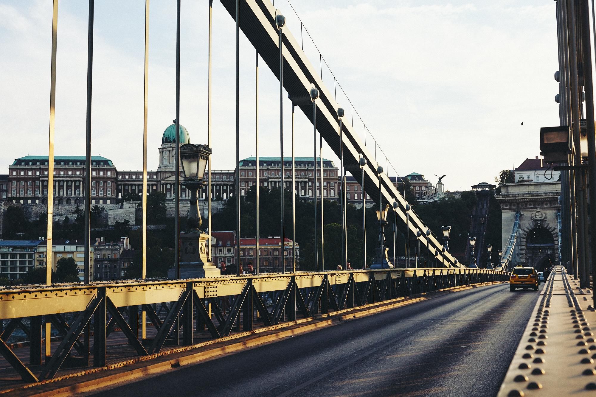 maxmotel_budapest_aug2015_day01_06_danube_bridge_0323