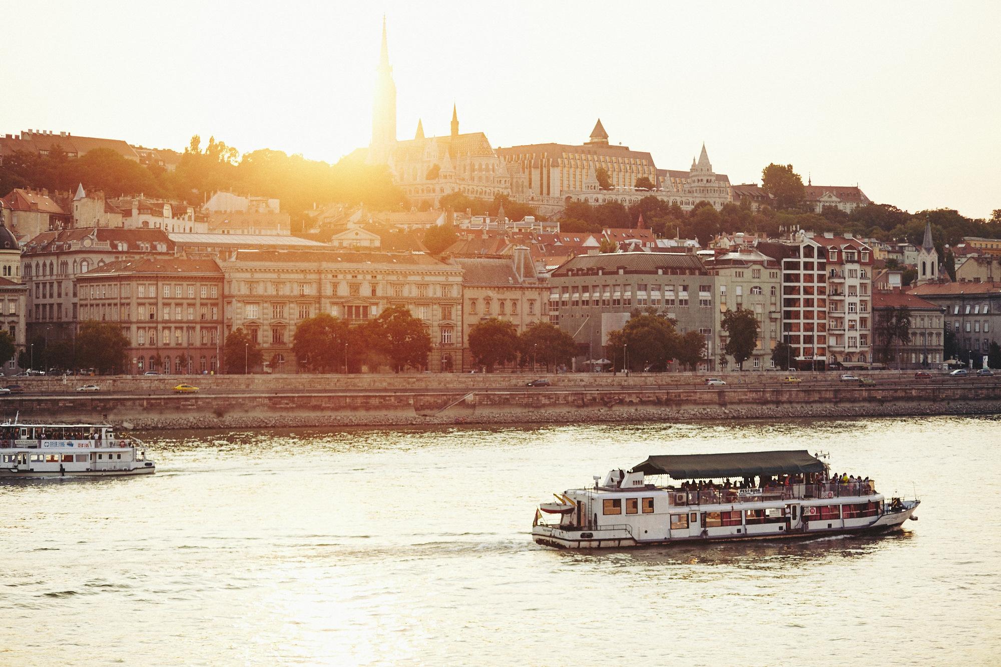 maxmotel_budapest_aug2015_day02_14_danube_bridge_1298