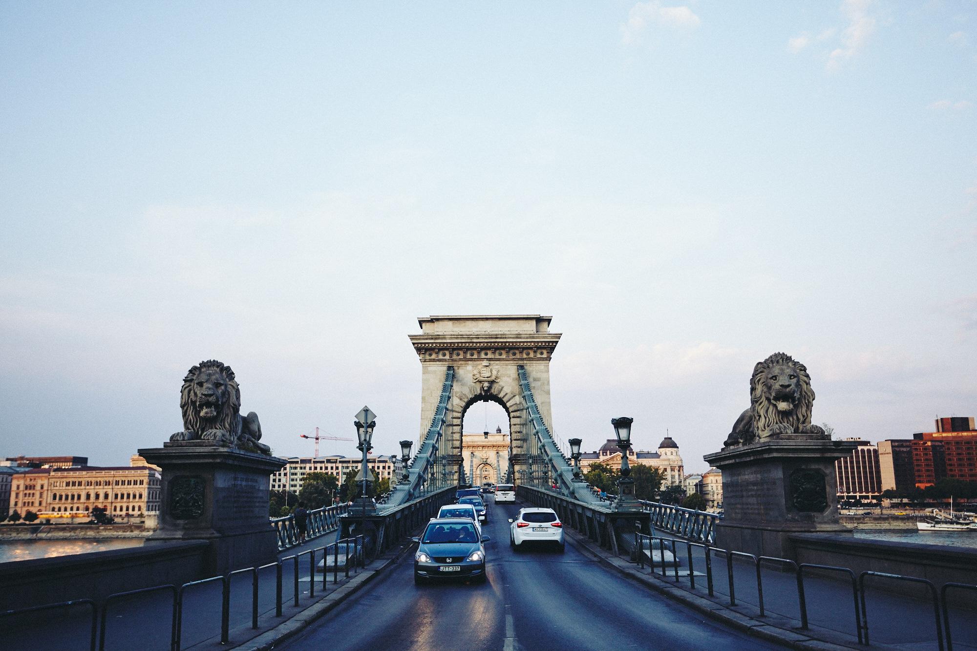 maxmotel_budapest_aug2015_day02_14_danube_bridge_1417