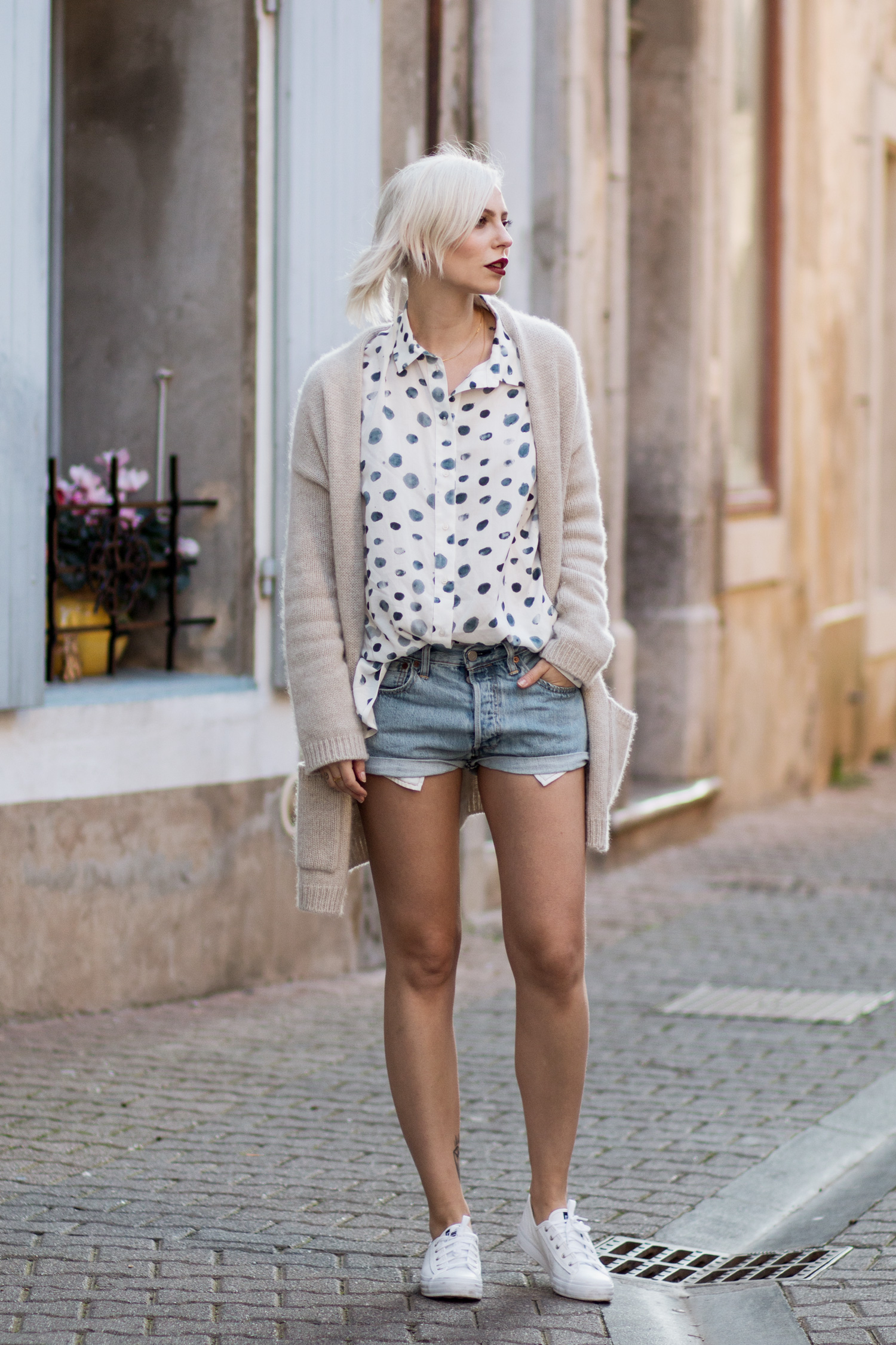 view more details on my blog | this outfit pictures were taken in Gruissan, South France | wearing 5Preview dots shirt, white Keds sneaker, DIY Levi's shorts, cashmere Strenesse cardigan | mediterranean flair & fashion