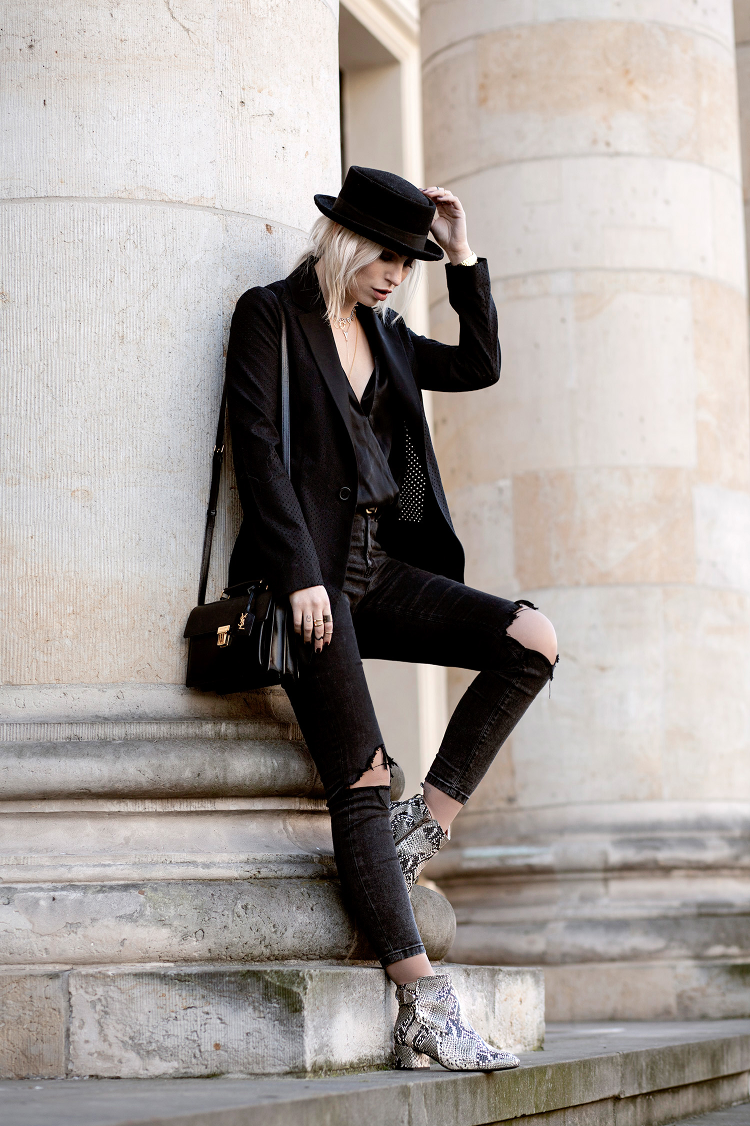 black-circus-outfit-12