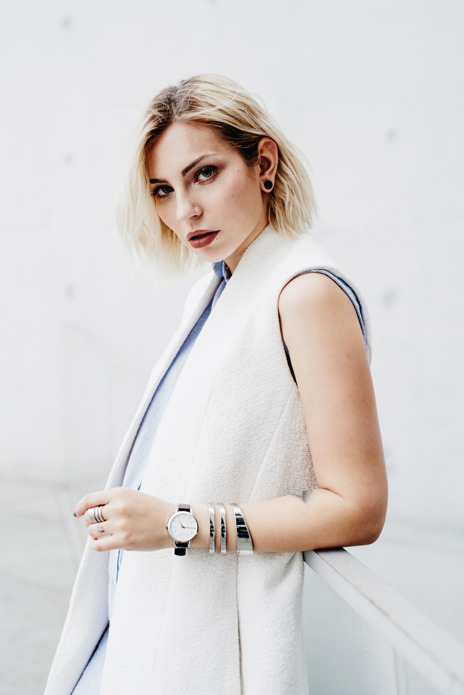 clean white | Calvin Klein watch & jewelry | shooting location: Kanzleramt/Bundestag | scandinavian style