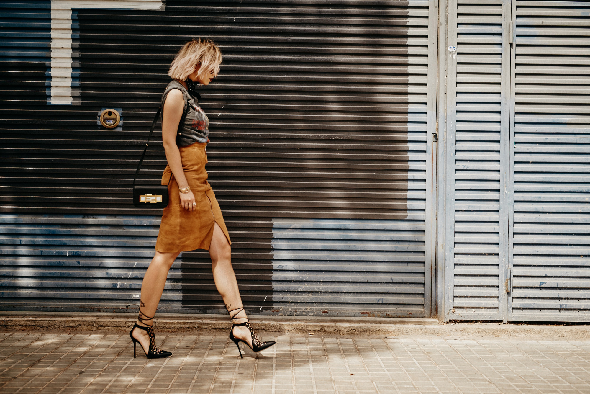 Street style taken in Barcelona, Spain | Masha Sedgwick is wearing a vintage Iron Maiden band shirt, a brown suede pencil skirt, lace up high heels from Elisabetta Franchi and round sunnies from Gucci | find more pictures and fashion & beauty topics on my blog