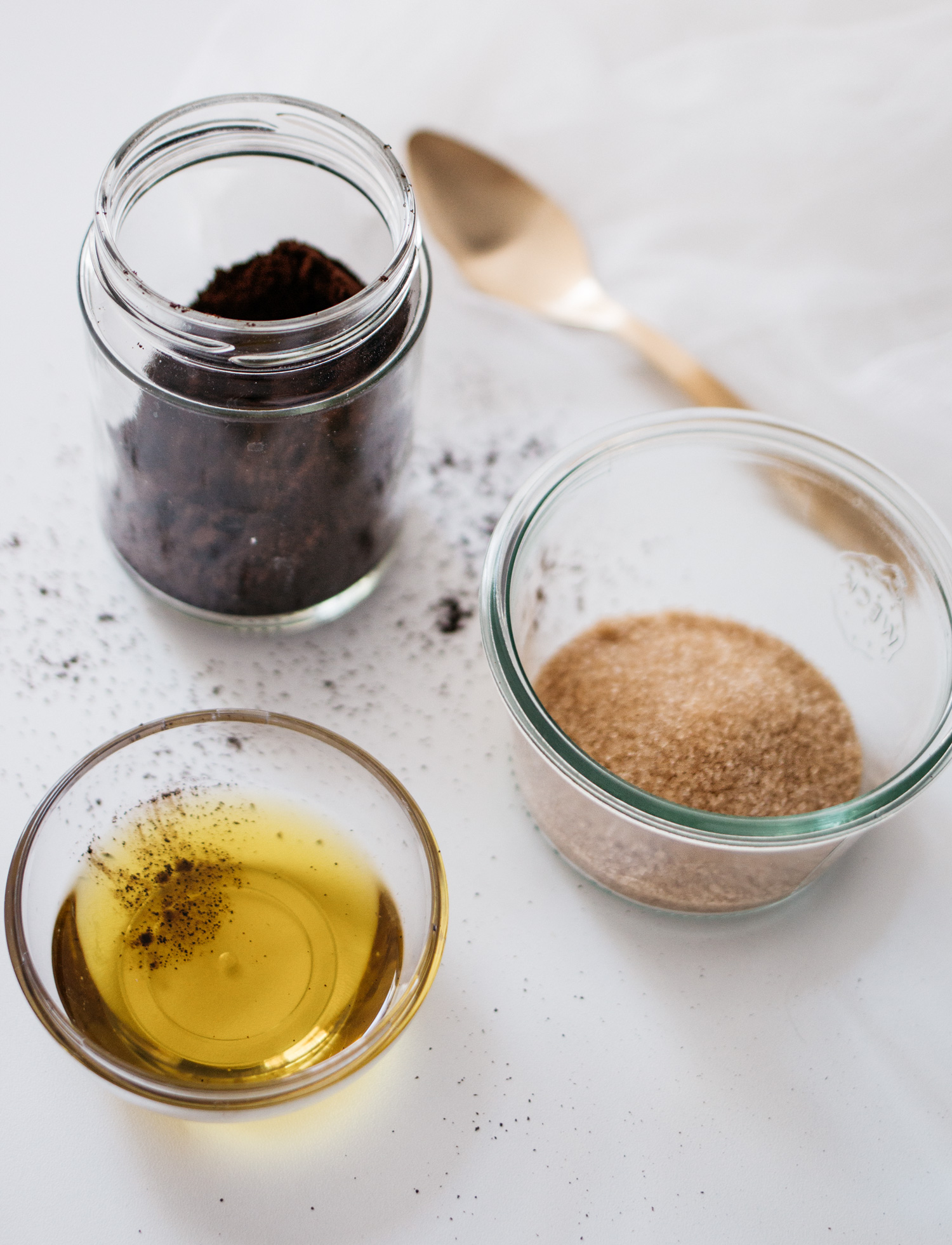 diy: coffee scrub | how to do your own body peeling against cellulite | homemade