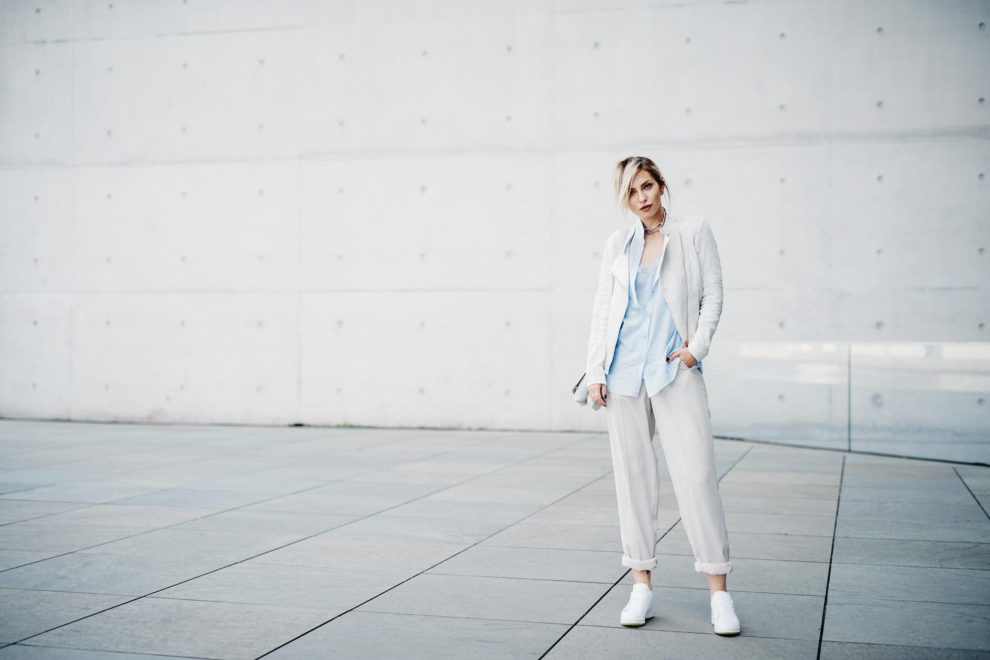 Девчонка-сорванец| стиль: легкий, деловой, мягкий, белый  | местоположение: Kanzleramt, Берлин | лейблы: Max&Co, Jil Sander, Balenciaga, Reebok
