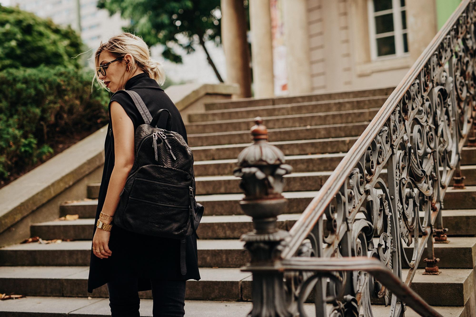 черный | образ, мода| стиль: горячий, черный, темный, бесконечный, шикарный | backpack from Liebeskind, 3.1 Philip Lim Mules
