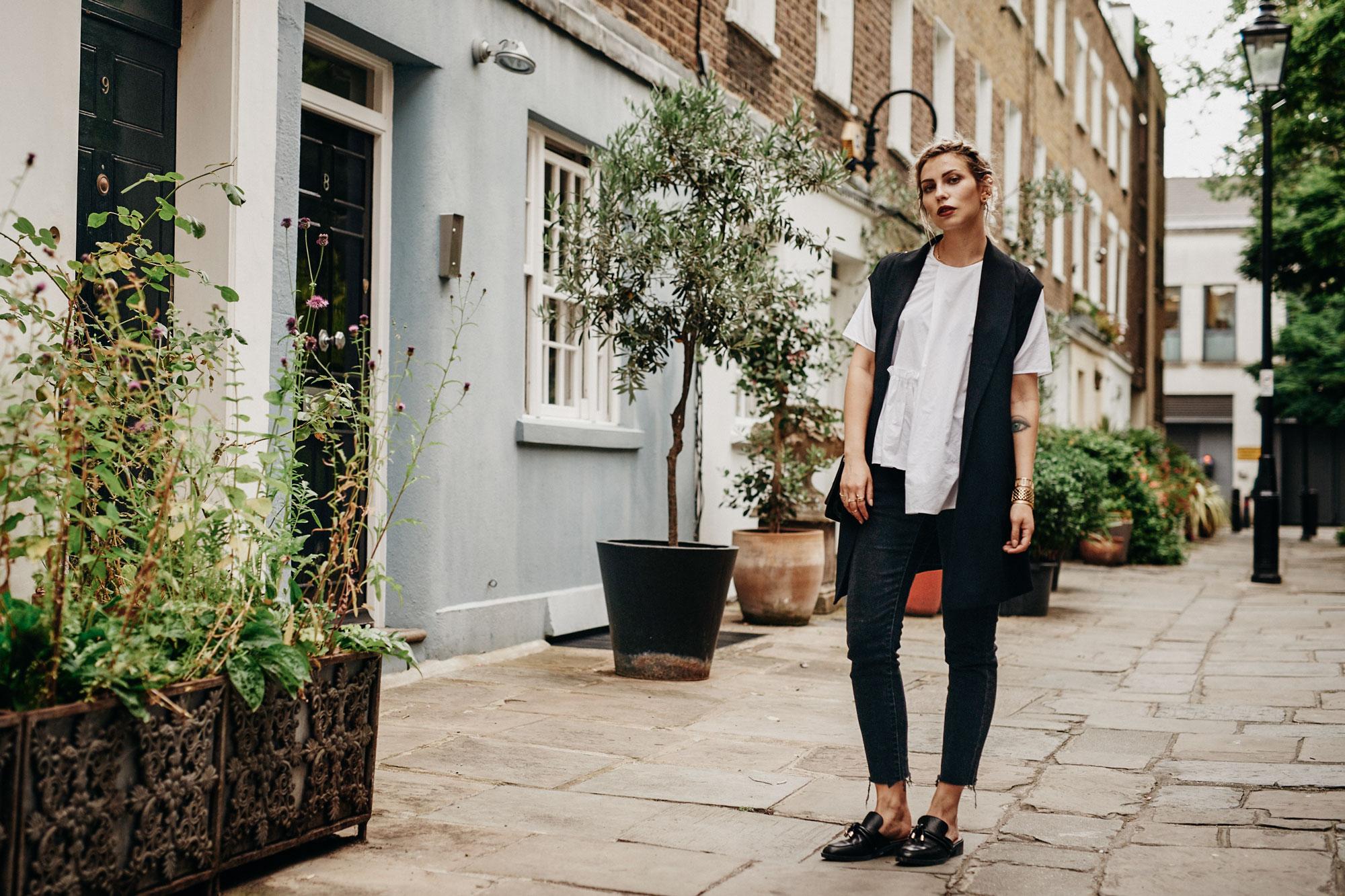Как носить: черное и белое | модный стиль: классика, горячий, офисный | белая блузка, черные джинсы