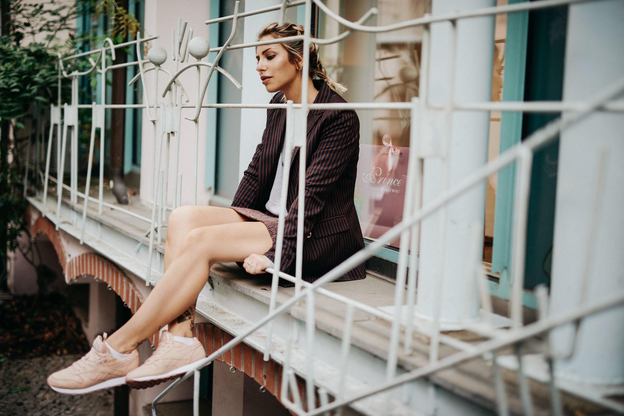 Tweed / Sneakers |pink Reebok sneakers combined with a Tweed skirt |shooting location: Berlin, Rosenhöfe