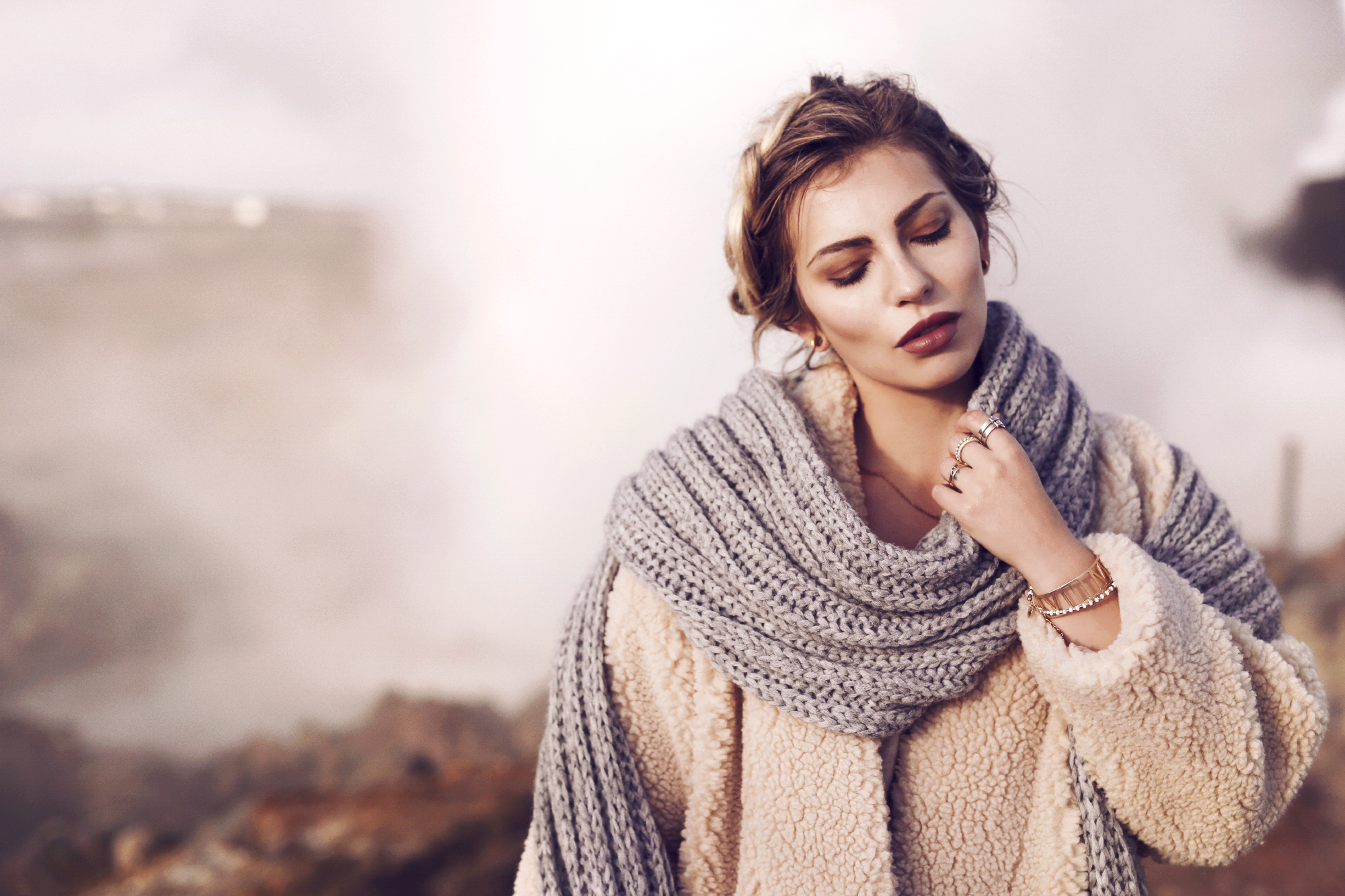 Iceland Fashion Editorial Shooting | outfit style: winter, long shearling coat, casual, comfy, light, warm, cashmere