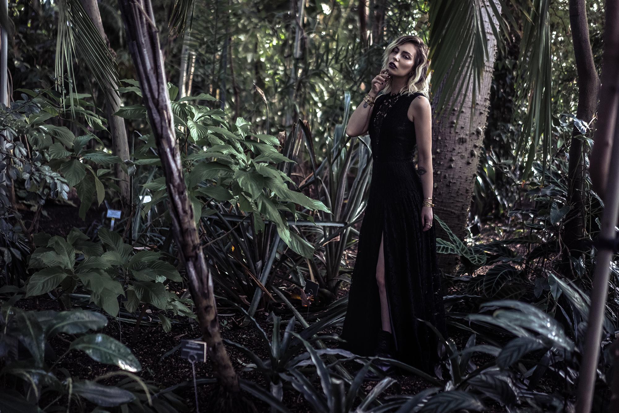 Queen of the night, fragrance campaign for Alexander McQueen | photos: Fee-Gloria Groenemeyer | location: botanic garden in Berlin | dark editorial shooting