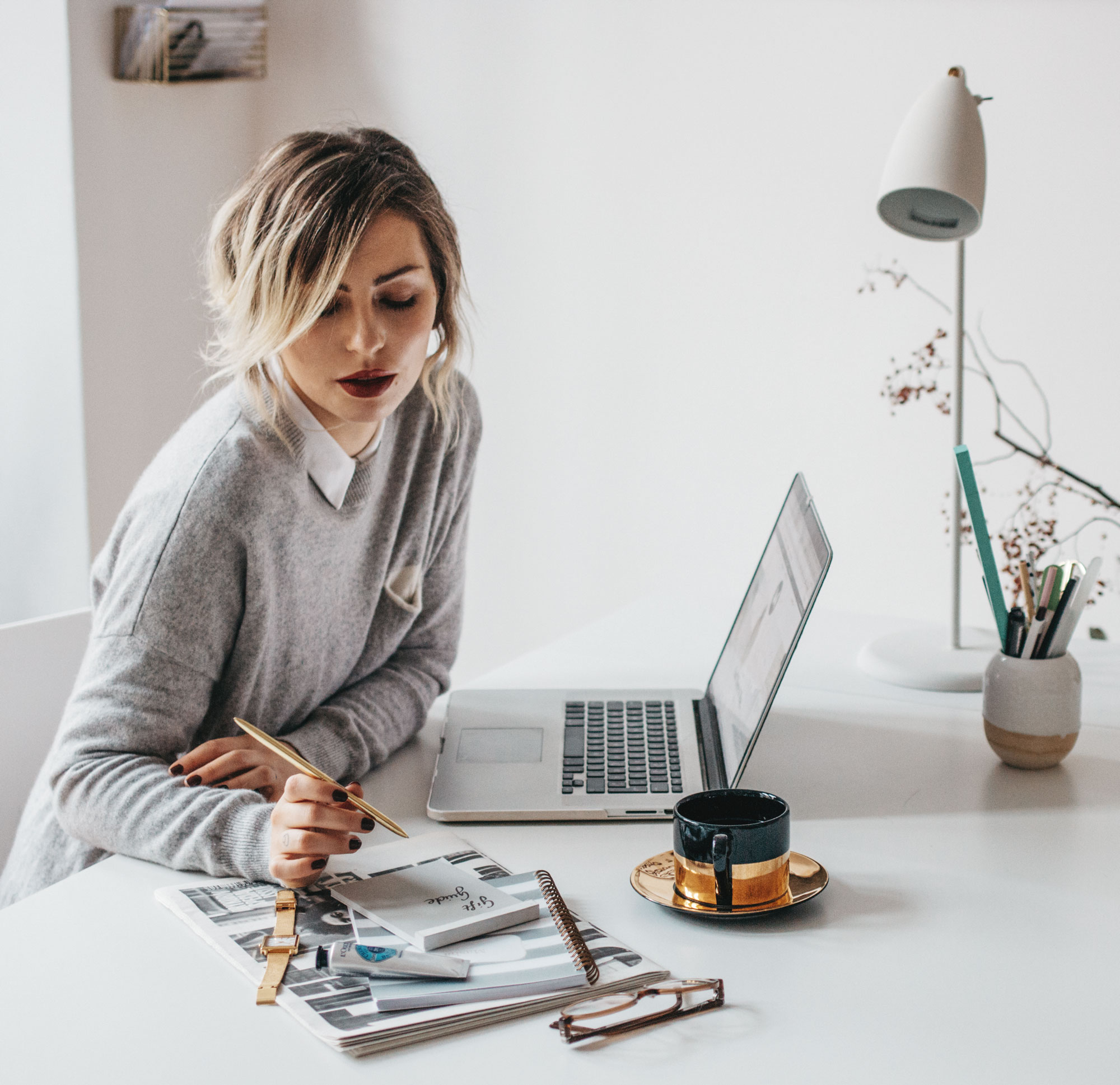 organisation inspiration | white home office