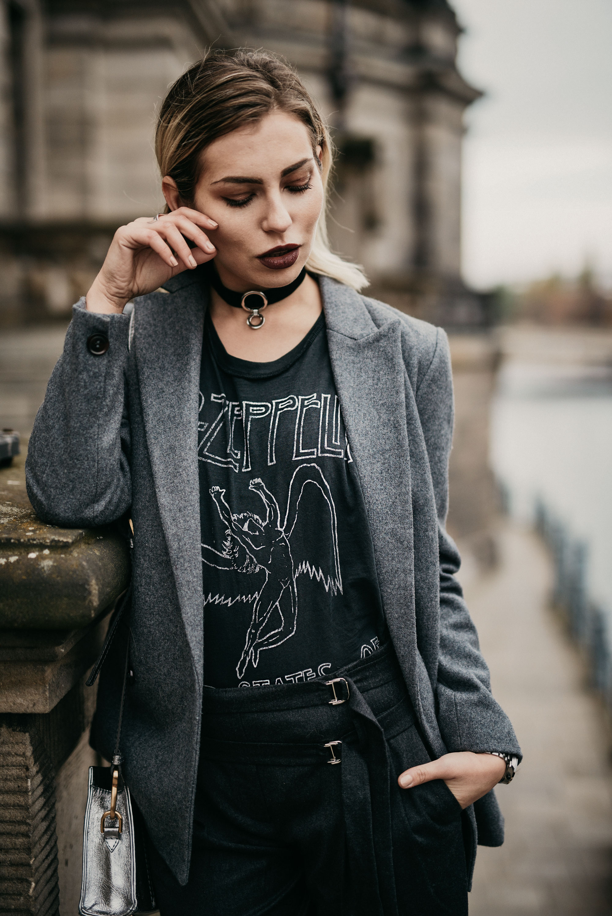 Led Zepplin band shirt | style: edgy, chic, grey | location: Berlin Museumsinsel | editorial blog shooting