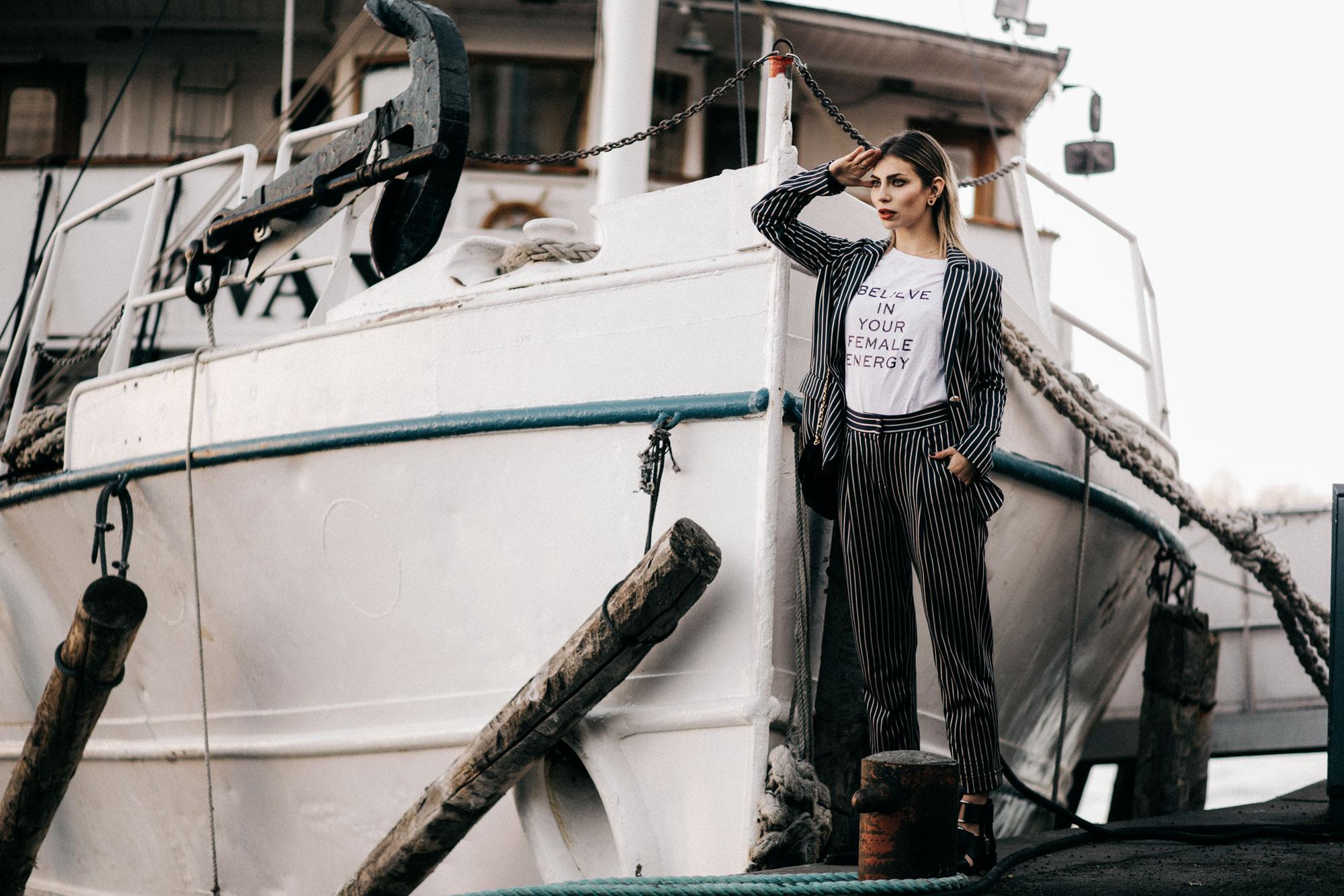 Как достичь своих целей за 3 шага | образ: костюм от Max & Co by Olivia Palermo, открытые ботинки от 3.1 Phillip Lim | стиль:  полосатый, денди, деловой, девочка-сорванец, рубашка
