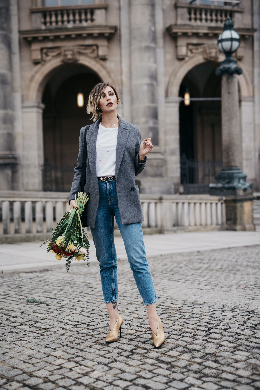 8.3. - Weltfrauentag | Kolumne | BFF: Masha Sedgwick & Lisa Banholzer | Matchalatte |Blogger aus Berlin | Best Friend Shooting with Flowers
