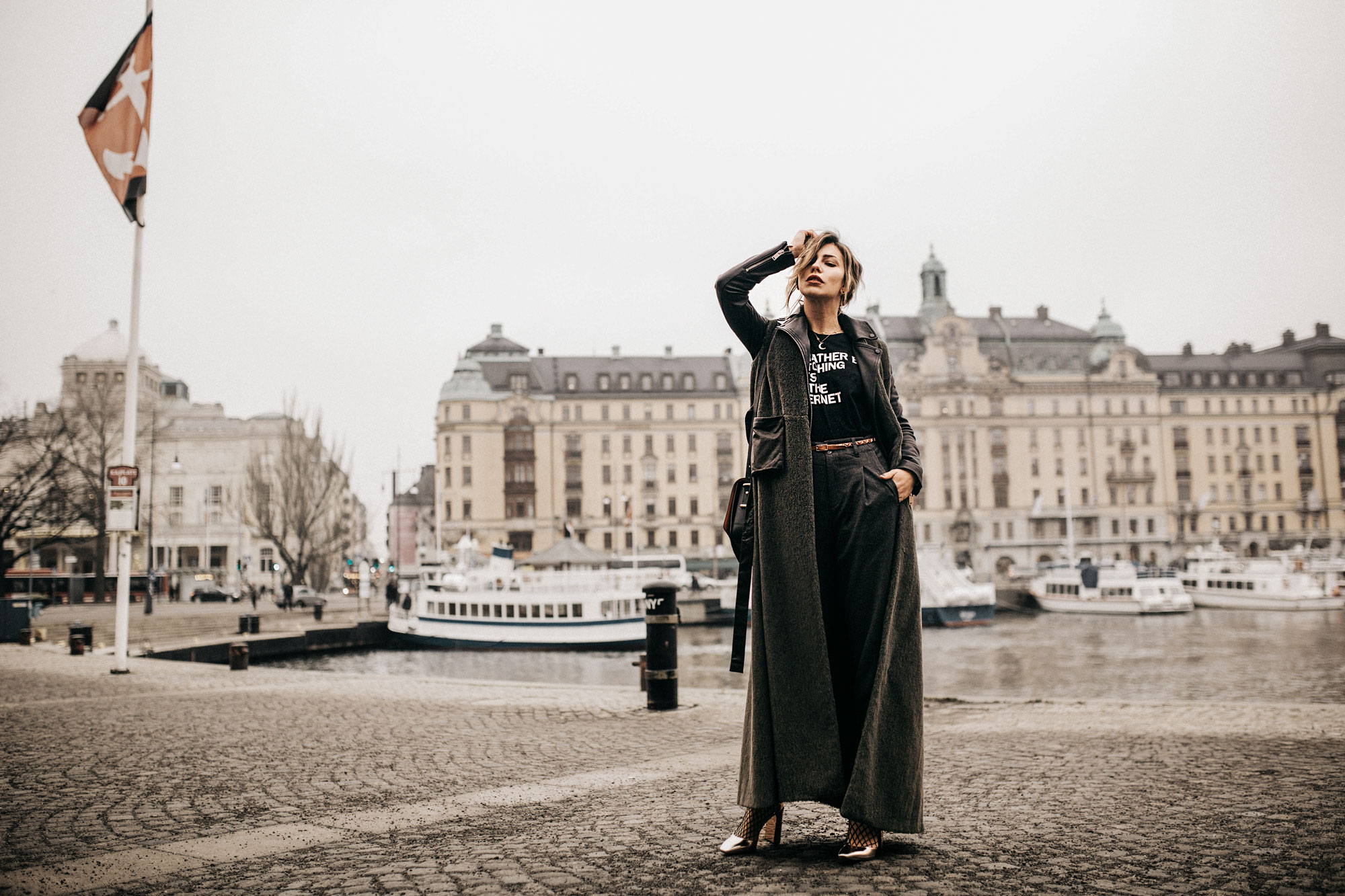 Street Style in Stockholm | wearing: Nobi Talai, Statement Shirt, copper pumps from Jimmy Choo | autumn / winter outfit
