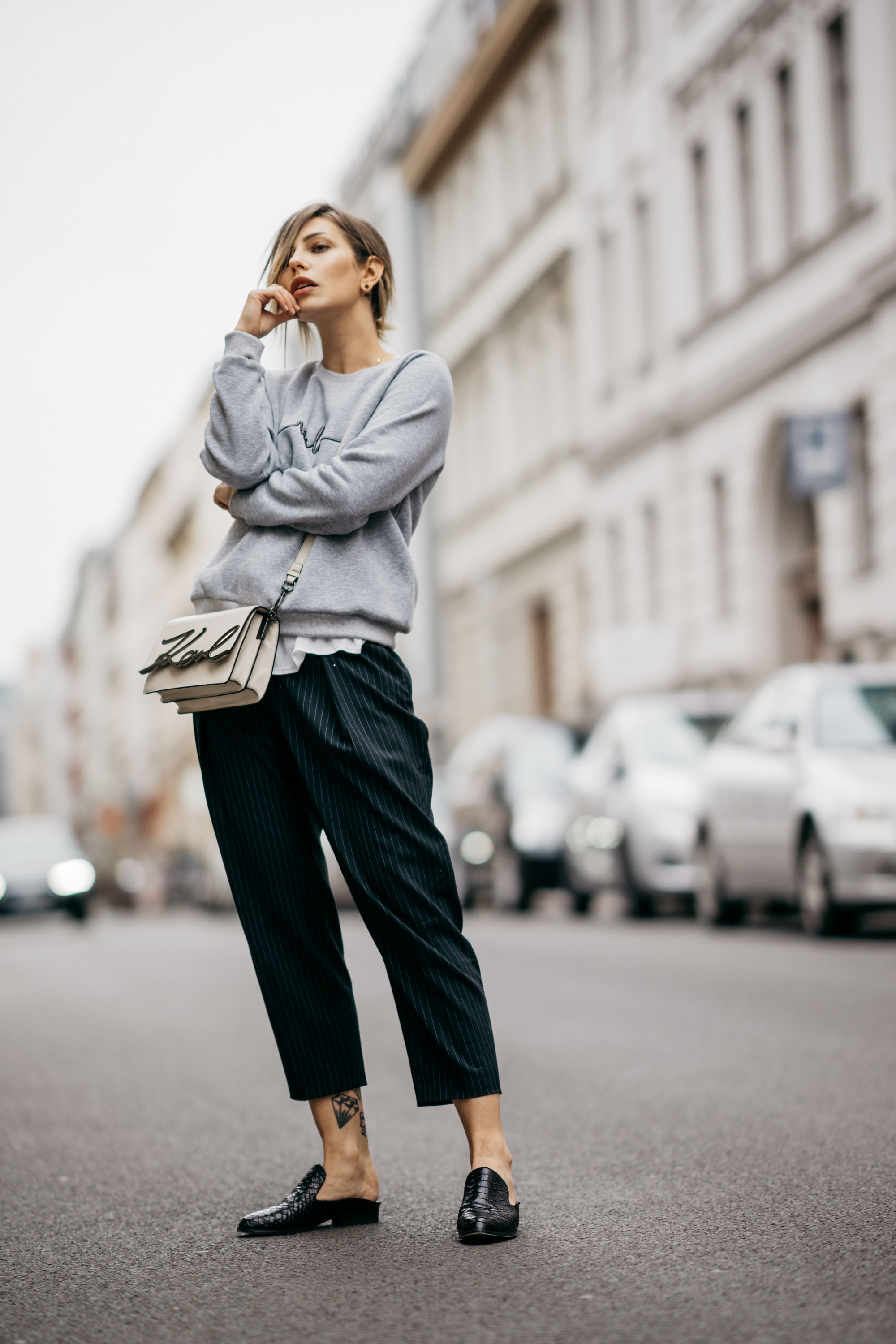 Berlin Street Style | fashion & outfit | effortless chic, sporty, elegant, business, cool, grey sweater, Karl Lagerfeld bag