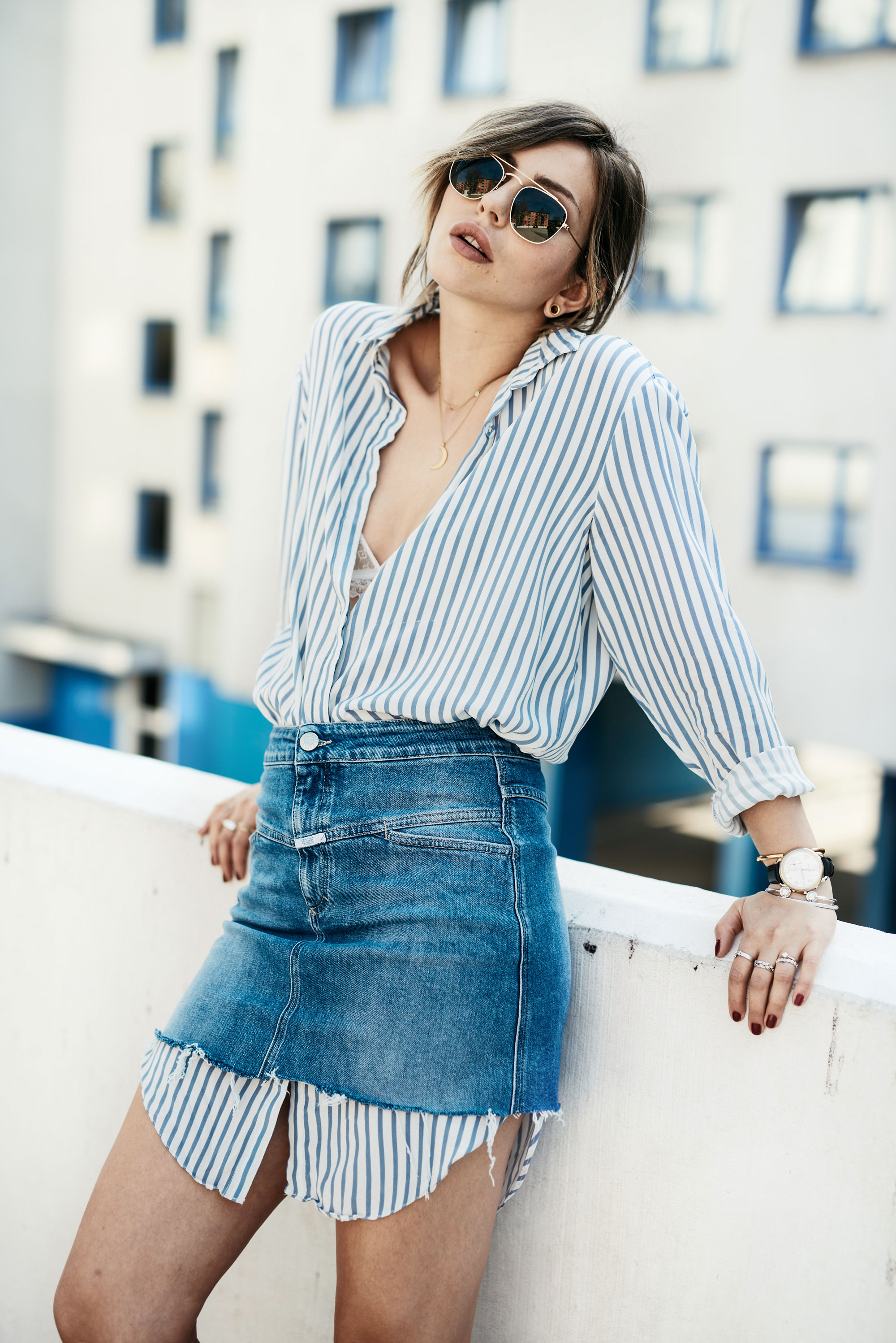 Sommer Trend: Hemd unter Rock | style: business, effortless, cool, chic, denim, easy, simple, minimal, edgy, blue & white, striped