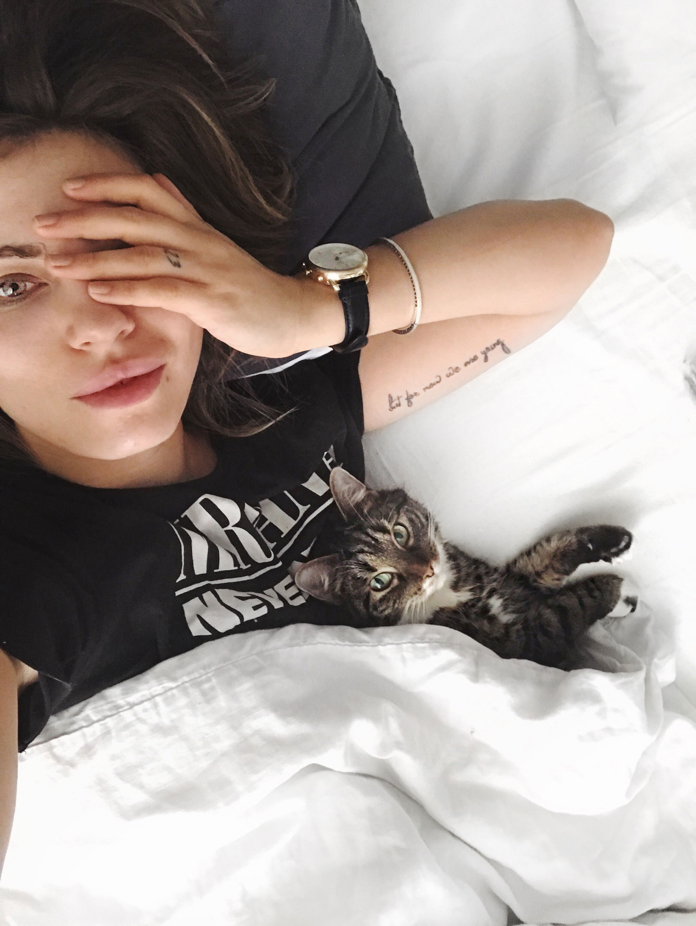 Masha Sedgwick with her cat in bed