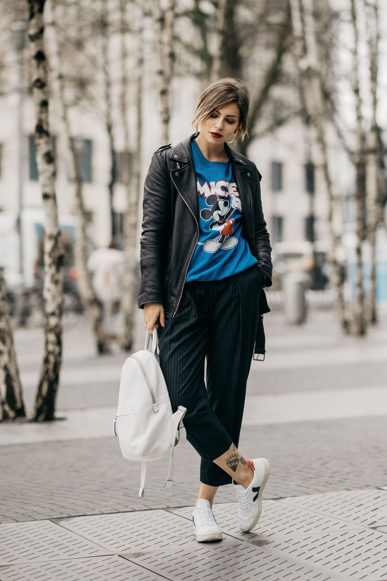 Masha Sedgwick | casual outfit in Berlin, Potsdamer Platz | street style: simple, daily, basic, Mickey Mouse sweater, effortless, sporty, funny