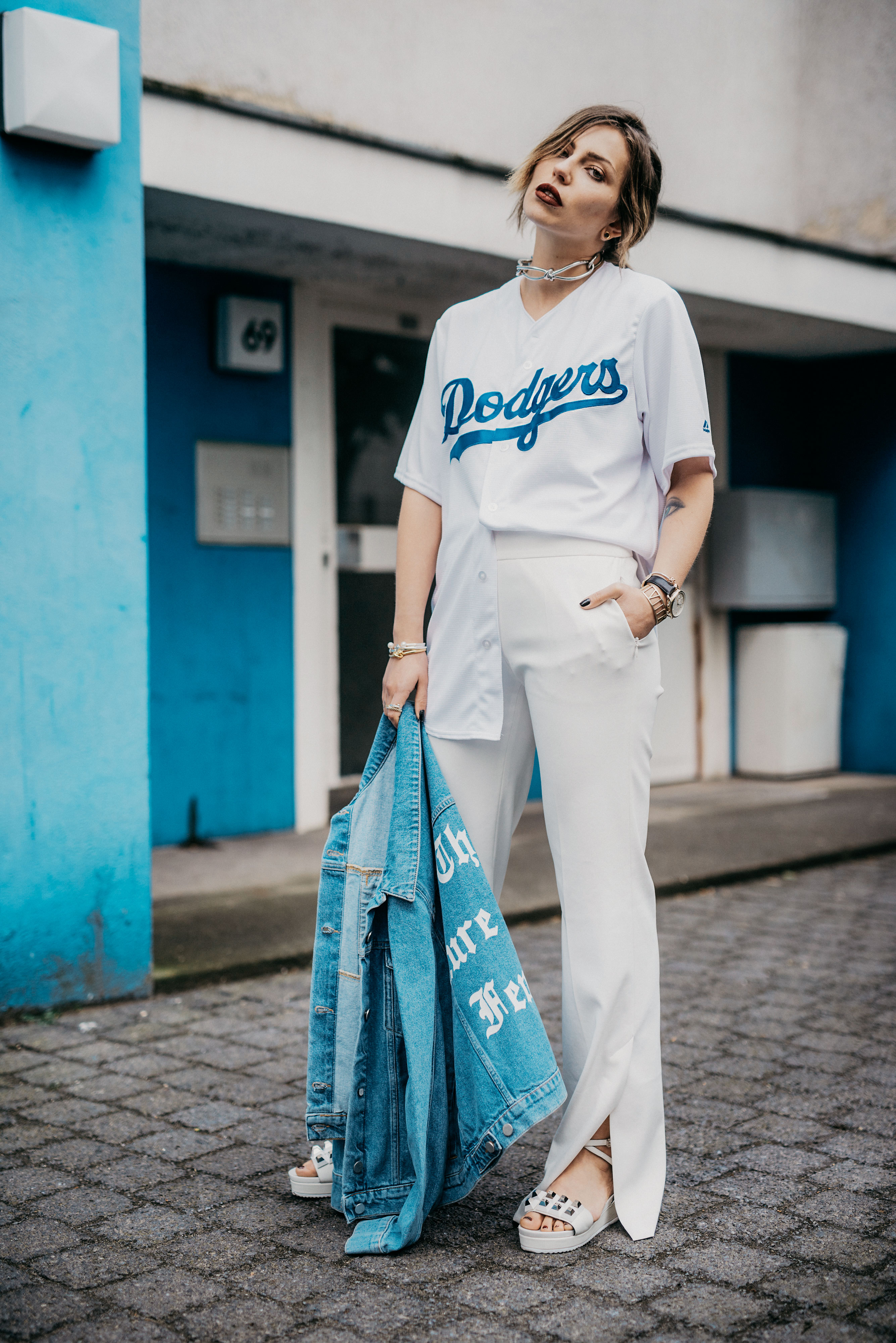 How to wear a baseball shirt | outfit inspiration | style: Berlin, Athleisure, sportswear, white pants, comfy,