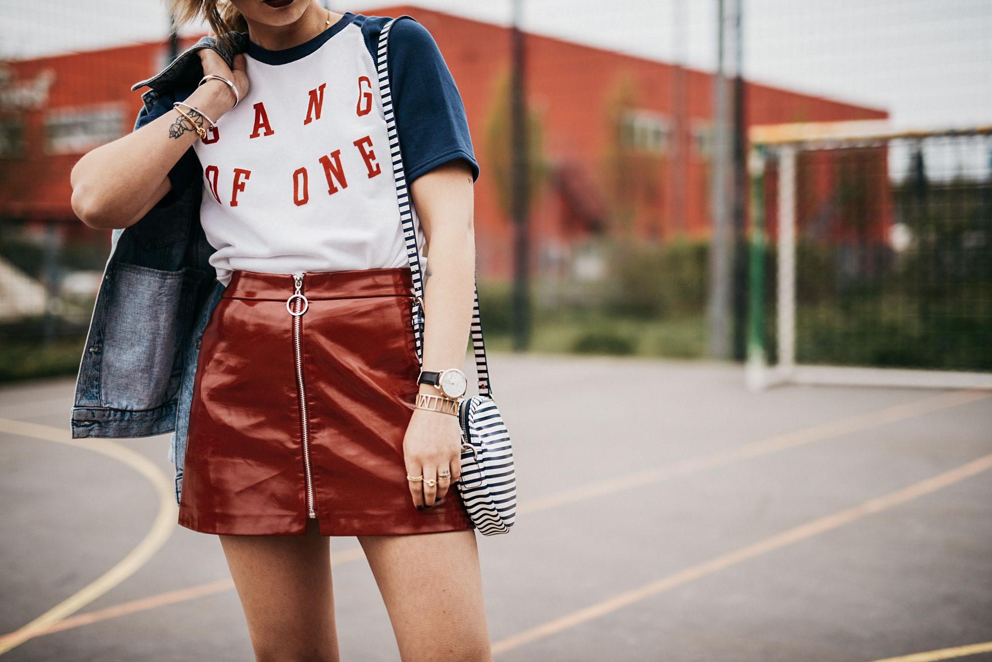 Модные тренды лета 2017 | полоски, цветные солнцезащитные очки, кроссовки, виниловая юбка, принтованная футболка | стиль: athleisure, спортивный, сексуальный, тренд, классный | бренды: Tommy Hilfiger, Zoe Karssen, Veja, Na-kd, Zara