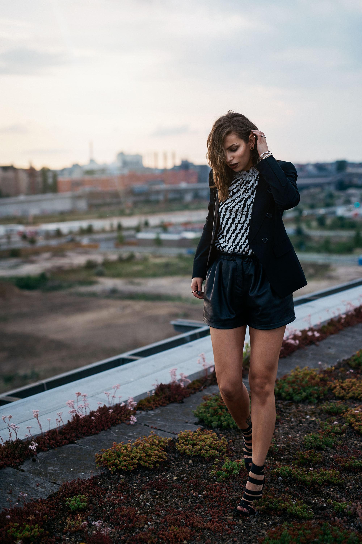 Freiheit über den Dächern Berlins | Berlin, HBF | 48 Stunden offline - der Selbstversuch einer Bloggerin / Influencer | Lebensfreude | Glück | Skyline Berlin | Sommer | Sonnenuntergang