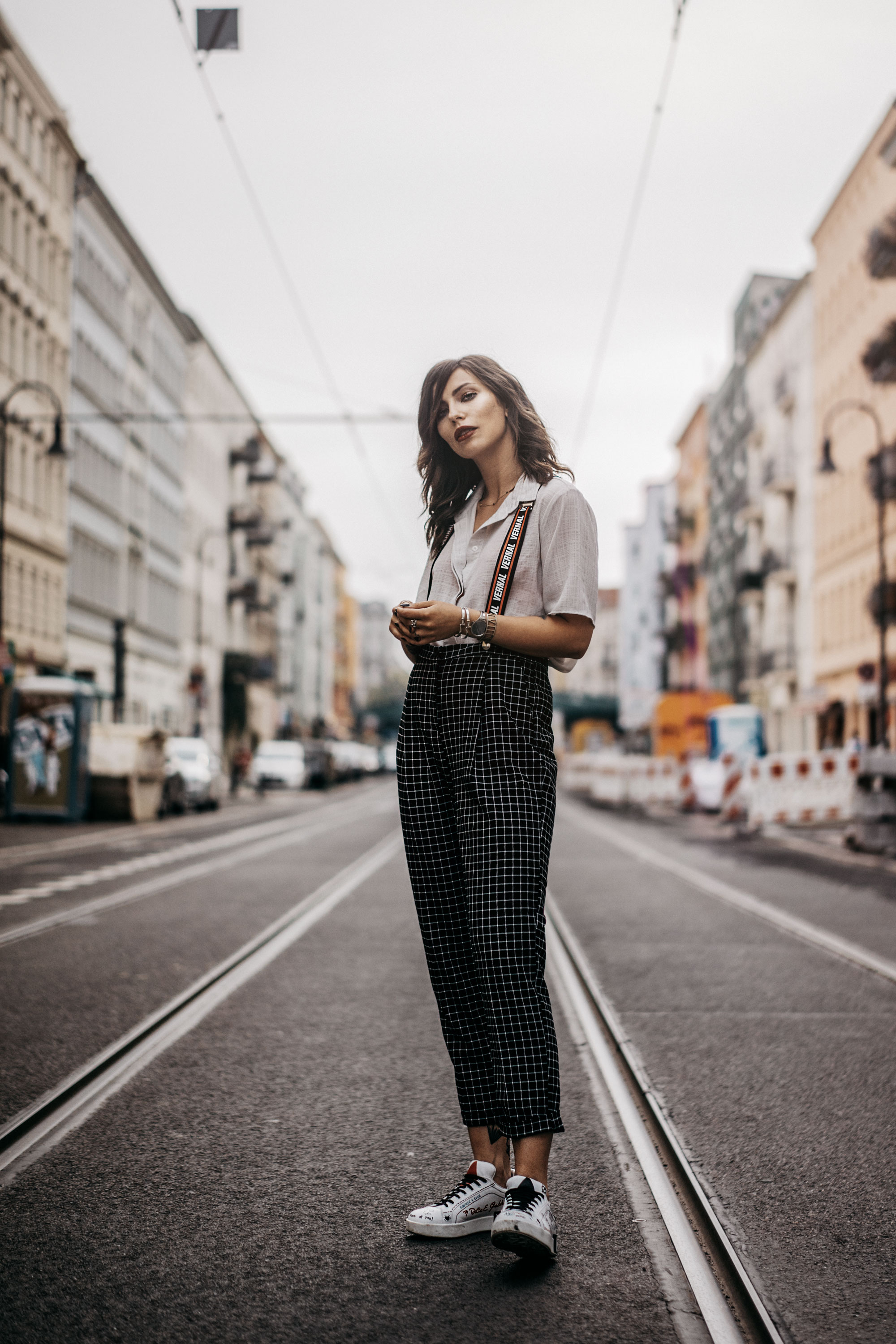 Street Style | Berlin | How to wear suspenders | Outfit: edgy, cool, Tomboy, boyish