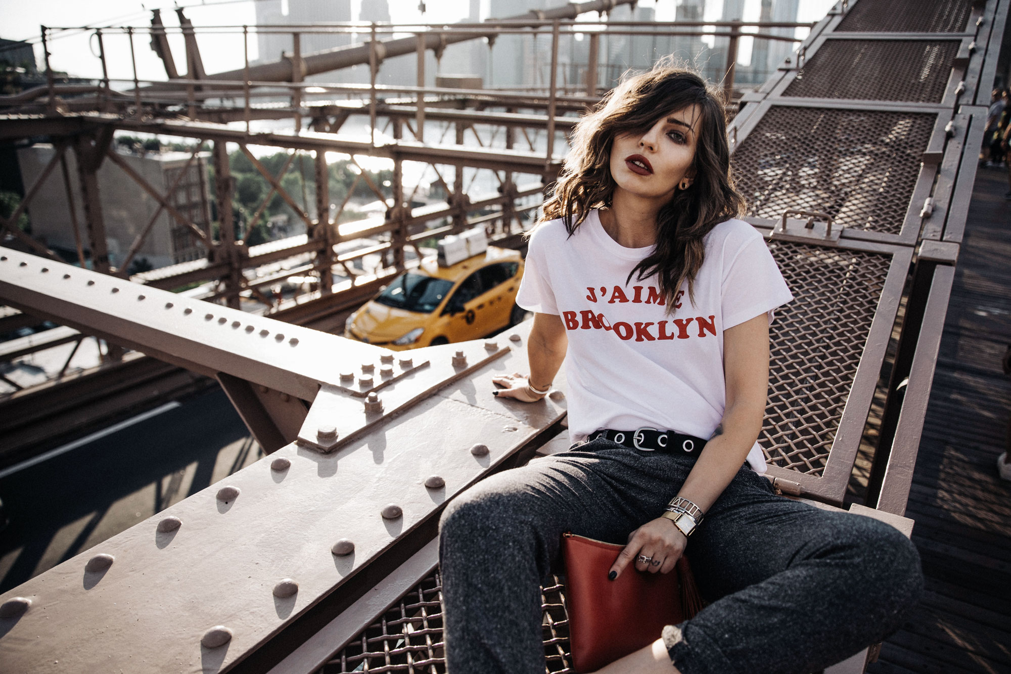 Brooklyn Bridge, New York | Statement Shirt | Blogger Fashion Editorial Summer Shooting | Dumbo | style: happy, freedom, college, edgy, sexy