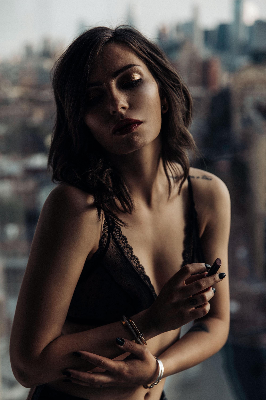 Editorial im Bett | The Standard Hotel NYC Meatpacking District | Fashion Blogger | style: sexy, erotisch, verrucht, süß, sehnsüchtig |Armani Lippenstift Ecstasy Shine | Mode Shooting | Zimmer mit Ausblick