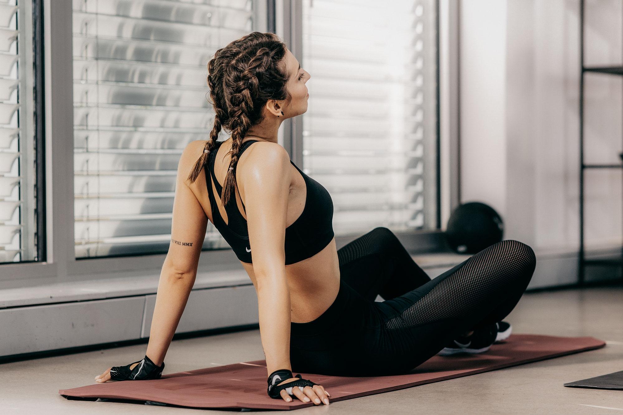 легкие упражнения с nike | спорт | тренировка | прекрасный образ для HIIT тренировок | опыт с BBG / Sweat App from Kayla Itsnes