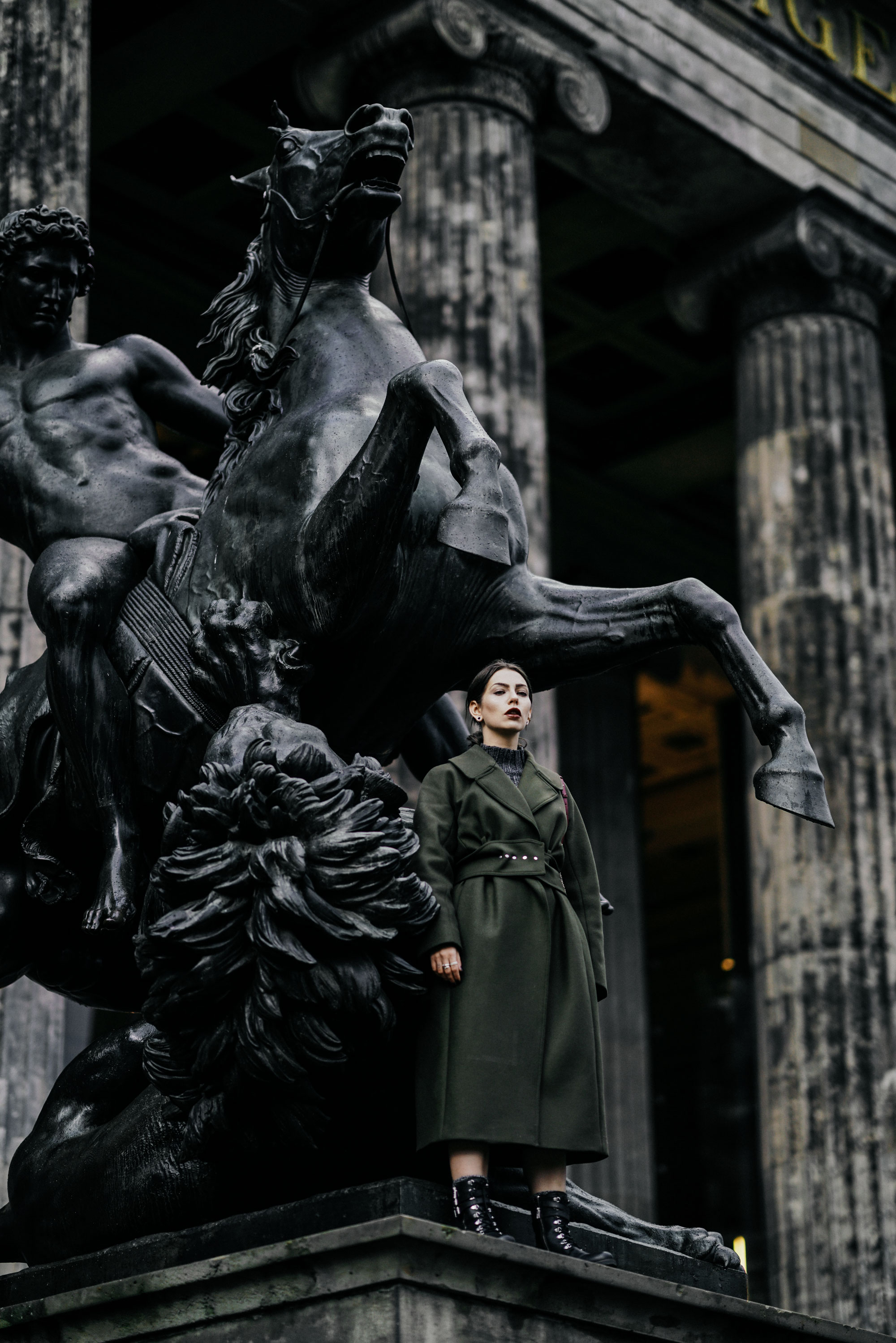 Editorial Shooting in Berlin | Lustgarten | style: epic, dark, winter, goth