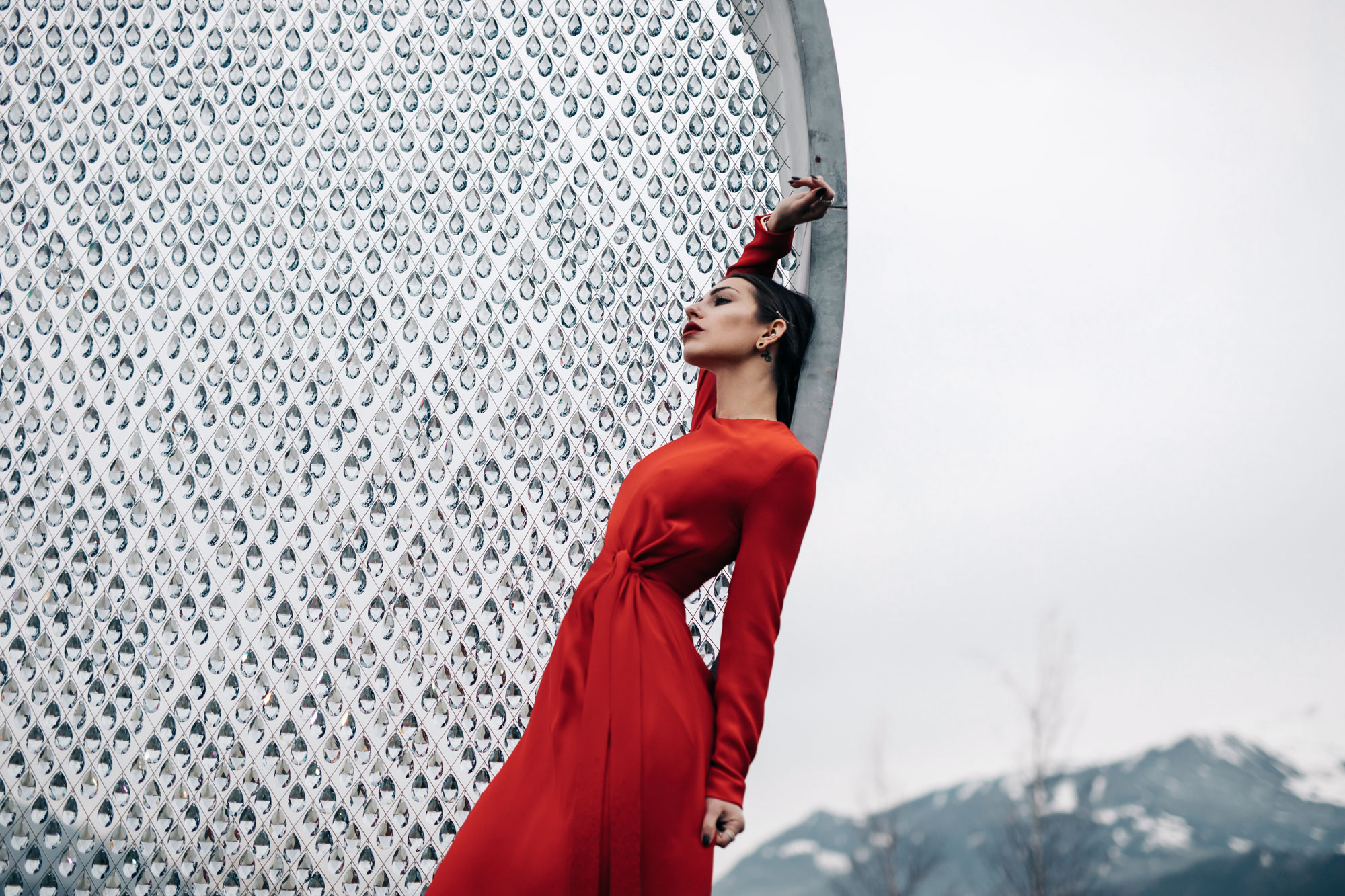 Editorial Shooting in the Swarovski Crystal World | fashion | red, long evening dress: Escada | style: elegant, Glamour, evening, dinner, sexy, chic | Lady in Red | Innsbruck, Austria | sight seeing