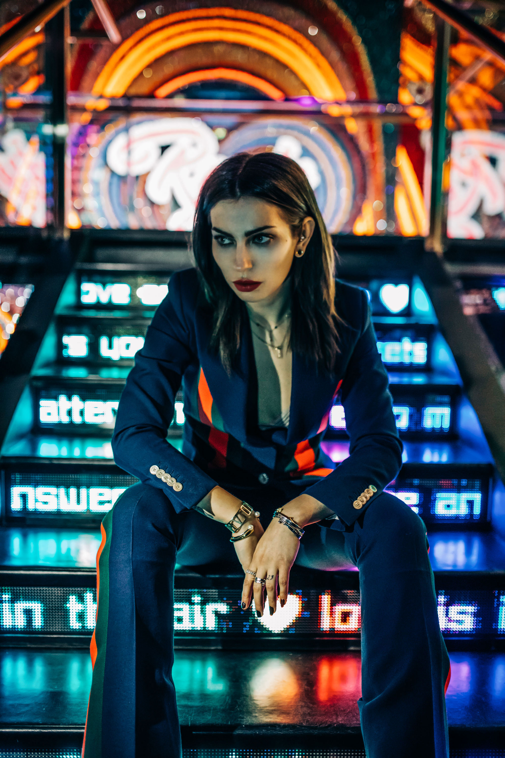 Swarovski Kristallwelten | Two piece from Gucci | Editorial Fashion Shooting | colorful, neon, sign, light, party, blacklight, drugs, clubs, generation Y & Z