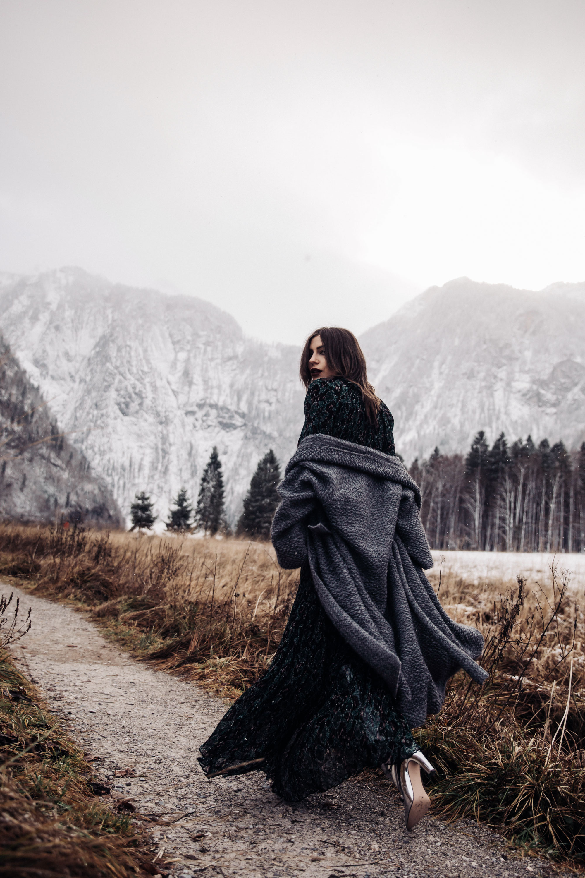column about time | location: Königsberger See, Bavaria, Germany, Austria, mountains, nature, winter | fashion editorial shooting | generation Y