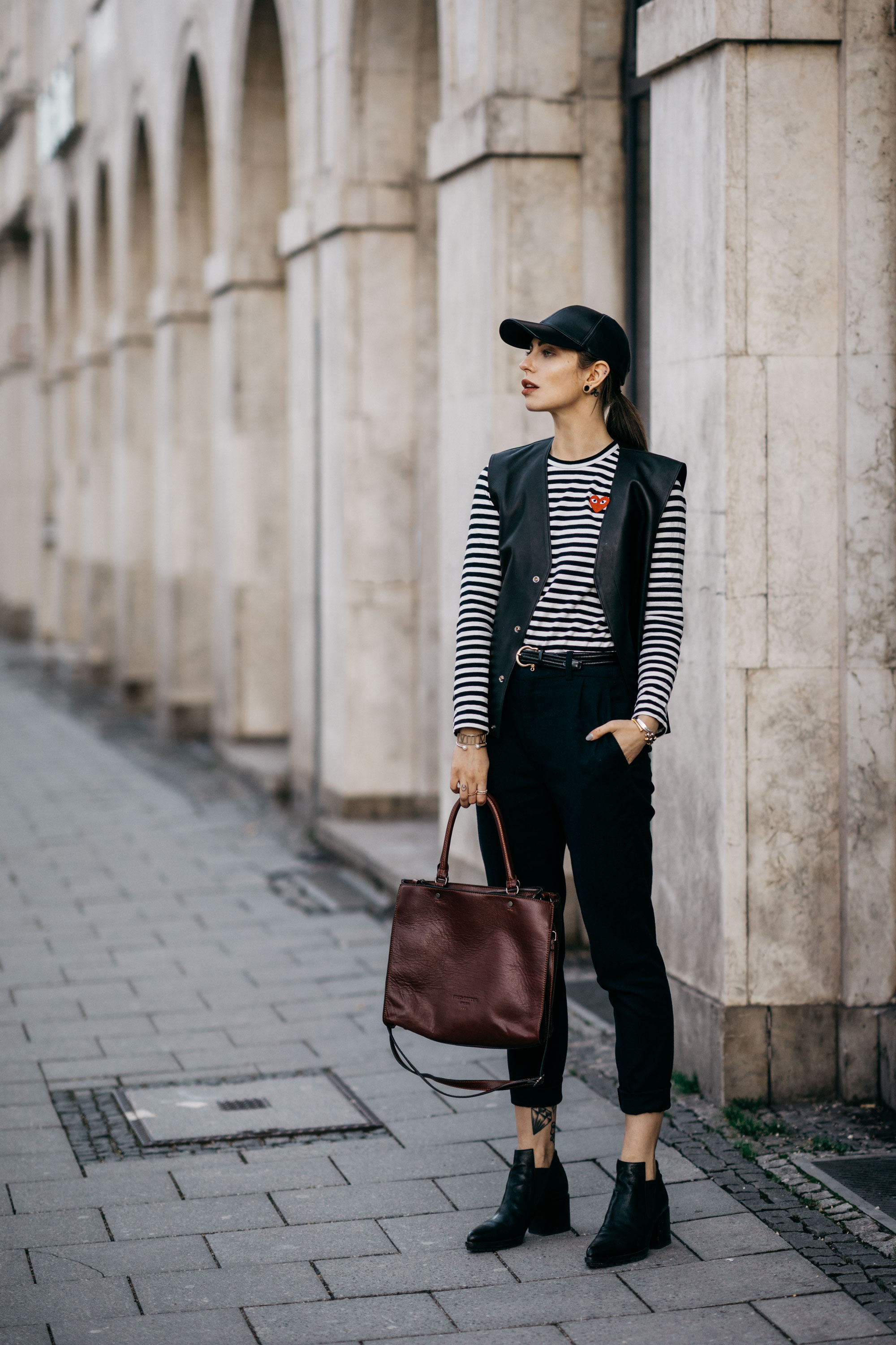 Street Style in Berlin | AW17 | Outfit | Fashion | striped shirt: Comme de Garcon Play | pants: Drykorn |  elegant, chic, stripes | Autumn | Winter