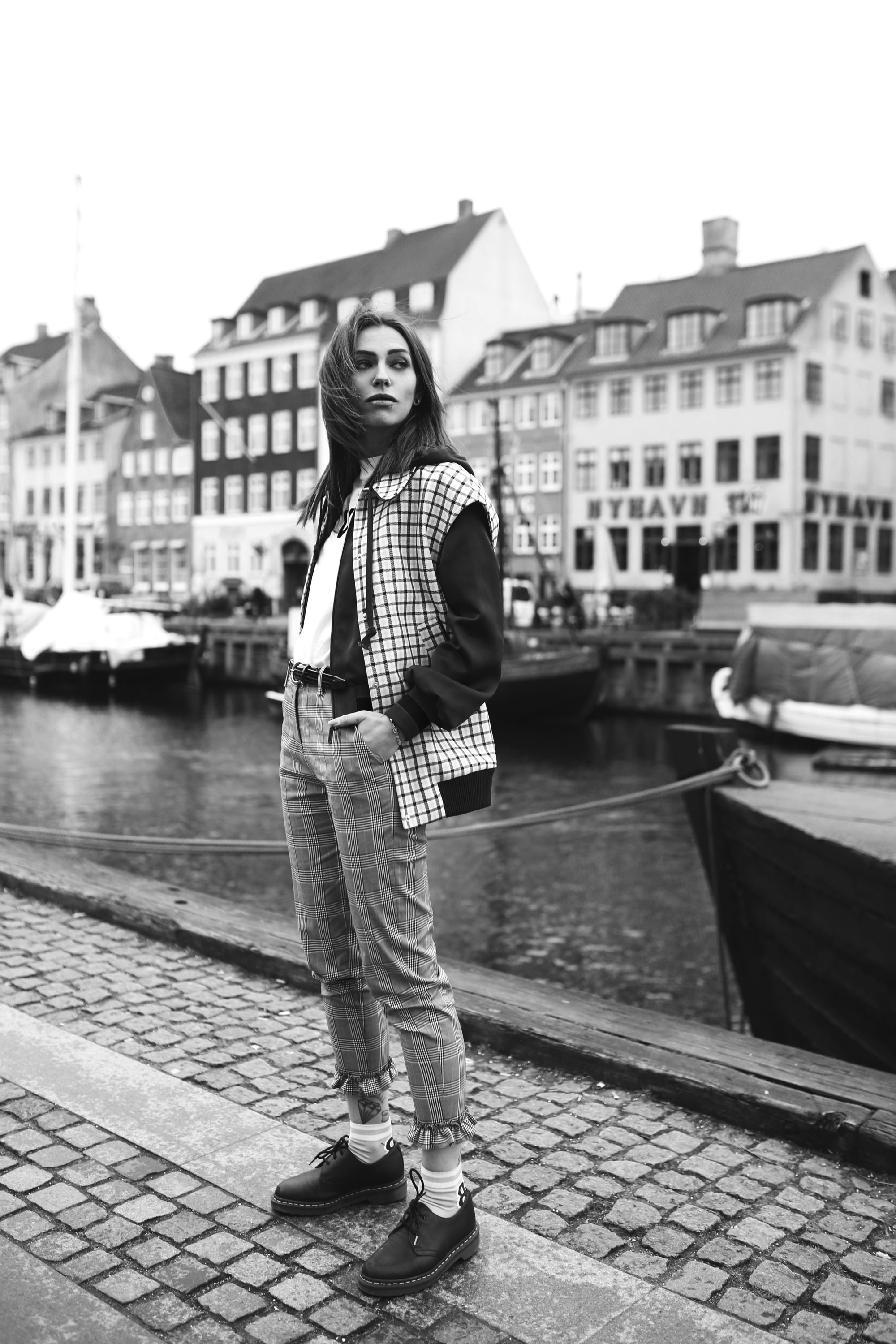 port Nyhavn, Copenhagen | style: colorful, sophisticated, fun, sporty, office, checked | brands: Baum & Pferdgarten, Dr. Martens | fashion editorial blogger