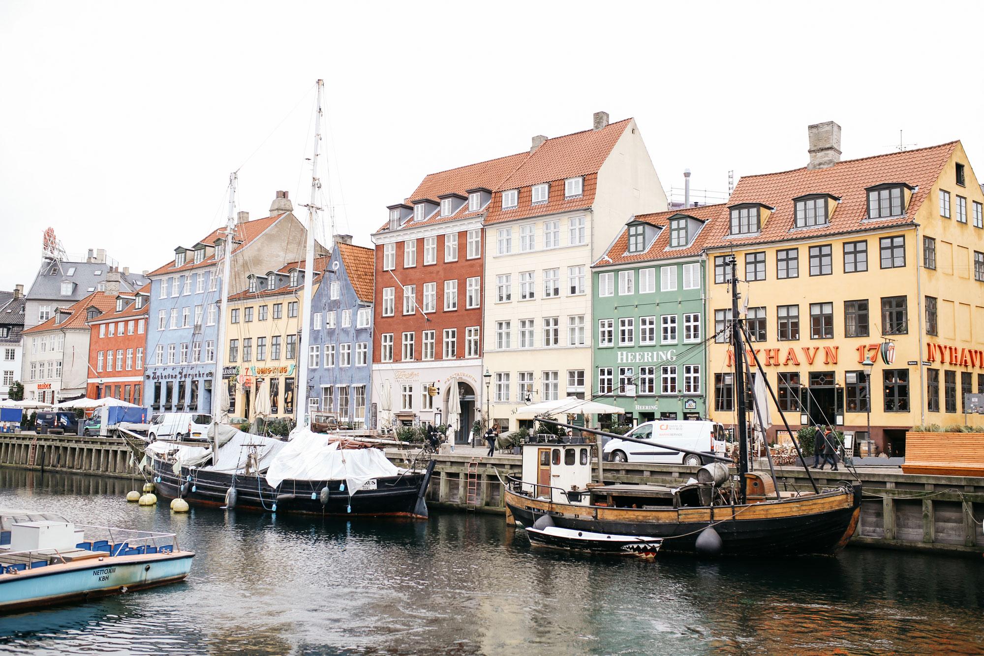 port Nyhavn, Copenhagen | style: colorful, sophisticated, fun, sporty, office, checked | brands: Baum & Pferdgarten, Dr. Martens | fashion editorial blogger