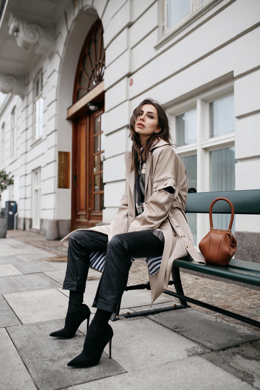 уличный стиль в Копенгагене | Бренды: Gestuz, By Malene Birger, Gabriela Hearst | Стиль: осень-зима 2018 офисный, сексуальный, кэжуал, деловой | статья модного блогера