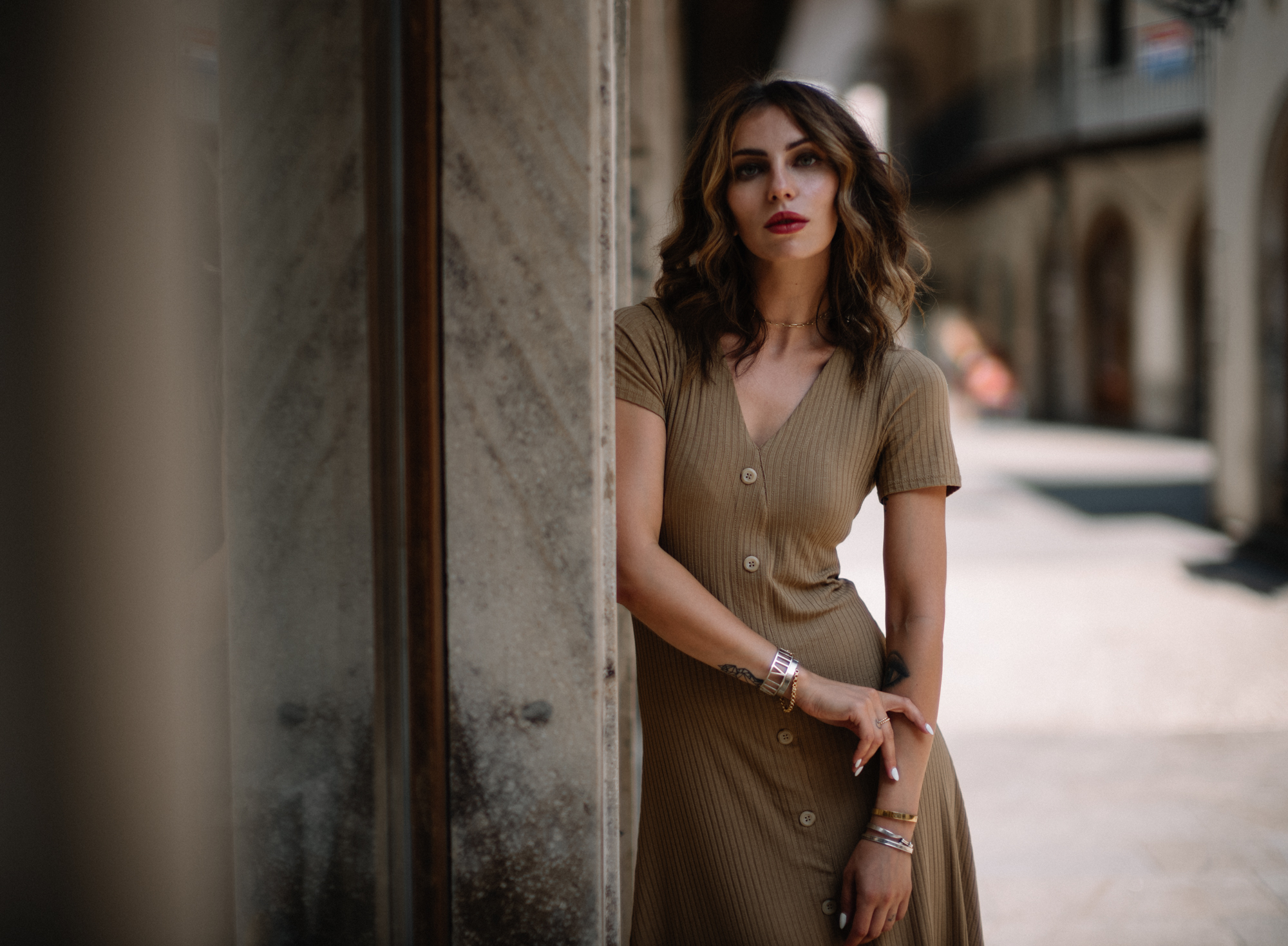 Маша Сэджвик | Как найти баланс между работой и личной жизнью | телесное платье | осенний стиль | образ | мода | легкий | сексуальный, классный, минималистичный, женственный