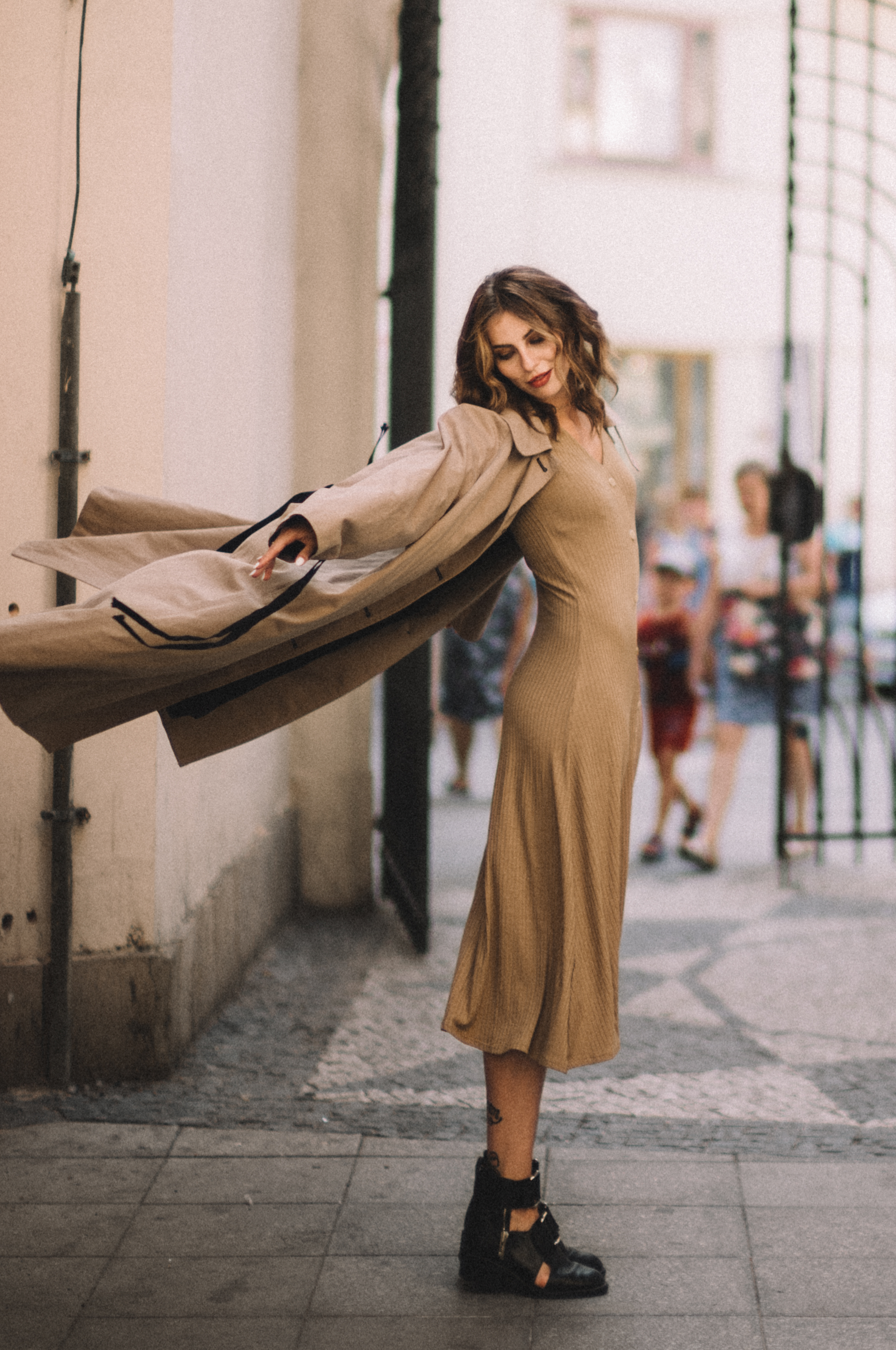 Masha Sedgwick | About finding the right work-life balance | nude dress | autumn style | outfit | fashion | effortless | sexy, cool, minimal, feminine