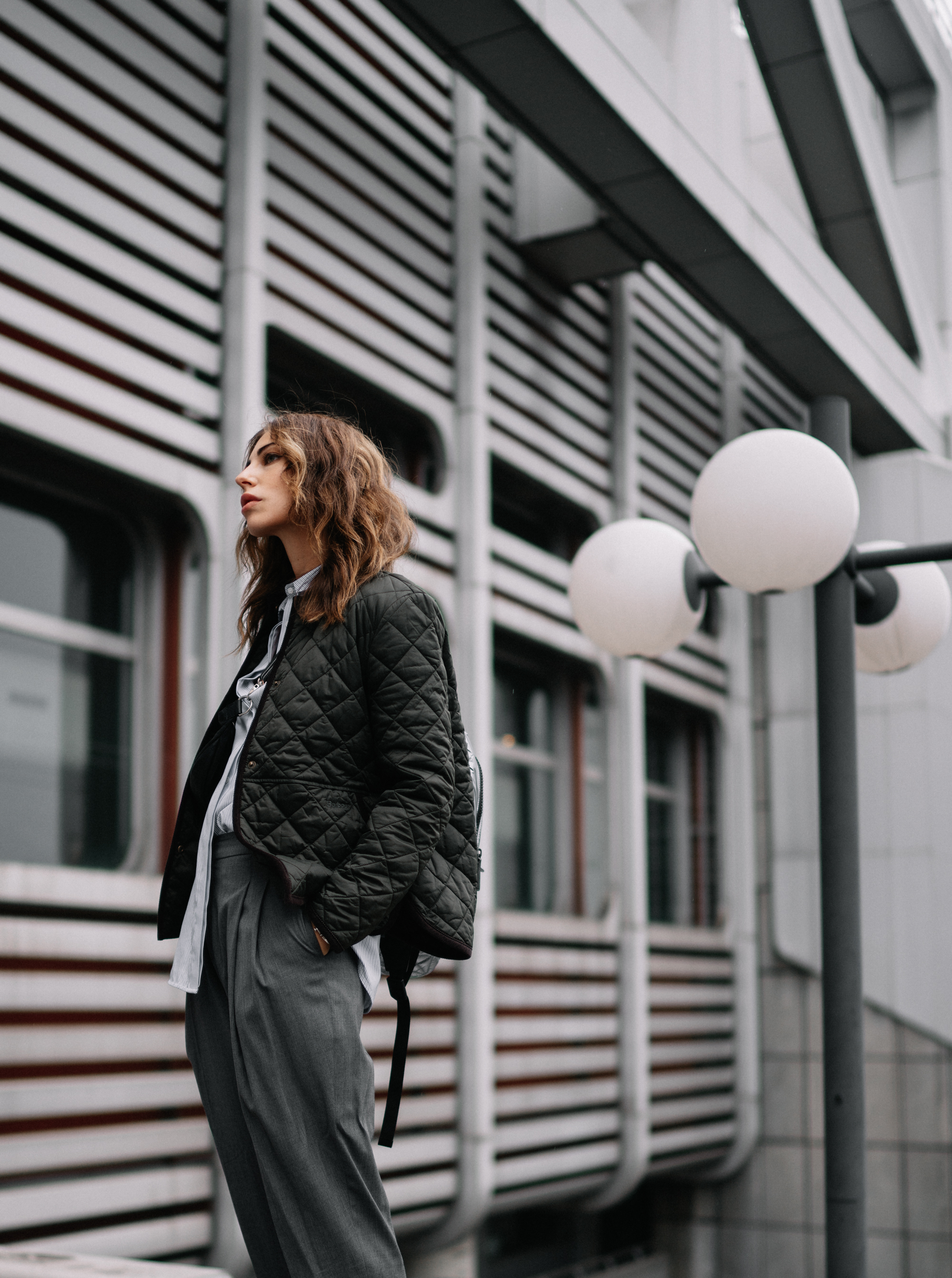 ICC Messedamm Berlin | Мода и Стиль | легкий, крутой, спортивный, атлетичный, Tomboy | одежда: кроссовки Adidas x Raf Simons, Vee Collective серебряный рюкзак, Barbour куртка | архитектурная брутальность
